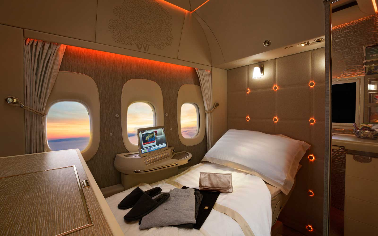 Emirates 777  Virtual Windows  in first class