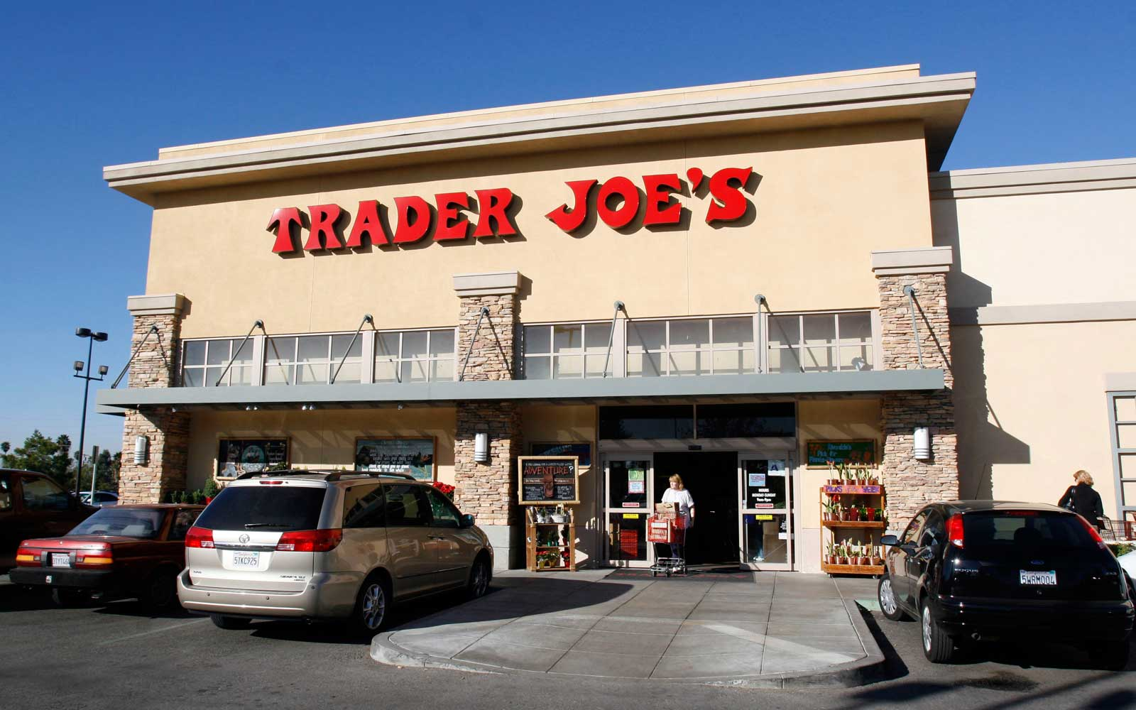 The Best Time of Day to Shop at Trader Joe's, According to a Manager