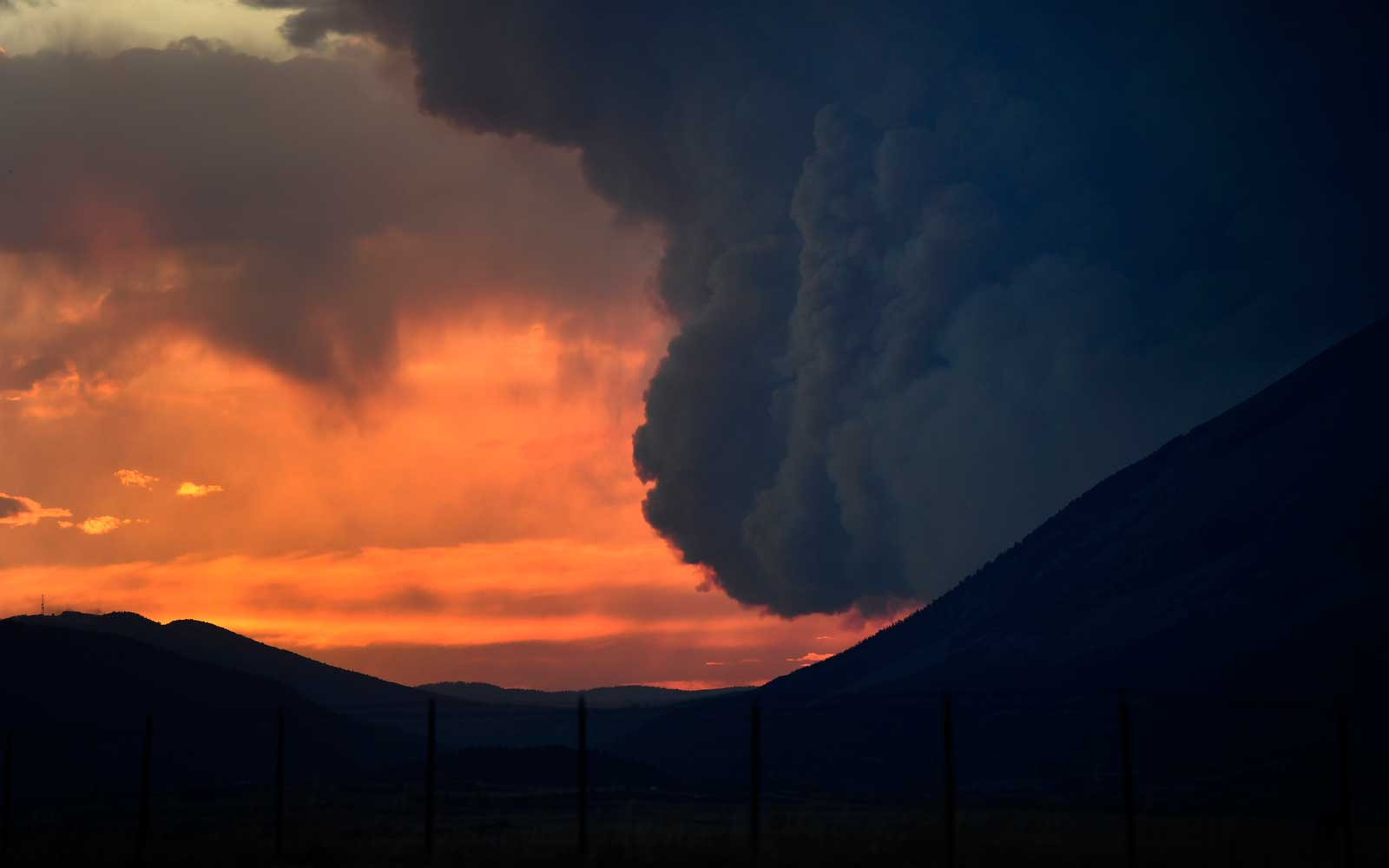 The Spring Creek Wildfire in Colorado Transformed Overnight Into a Fire Tsunami