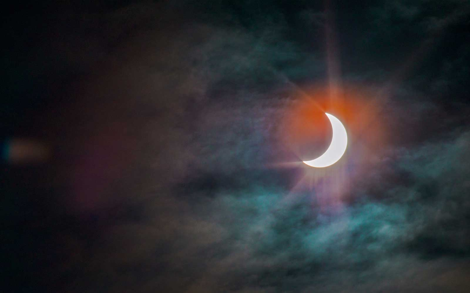 There's a Supermoon Solar Eclipse This Friday the 13th for the First Time in 43 Years