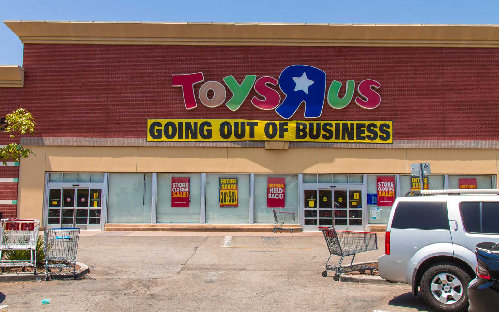 Amazon Wants to Fill the Hole That Toys 'R' Us Left in Your Heart (Video)