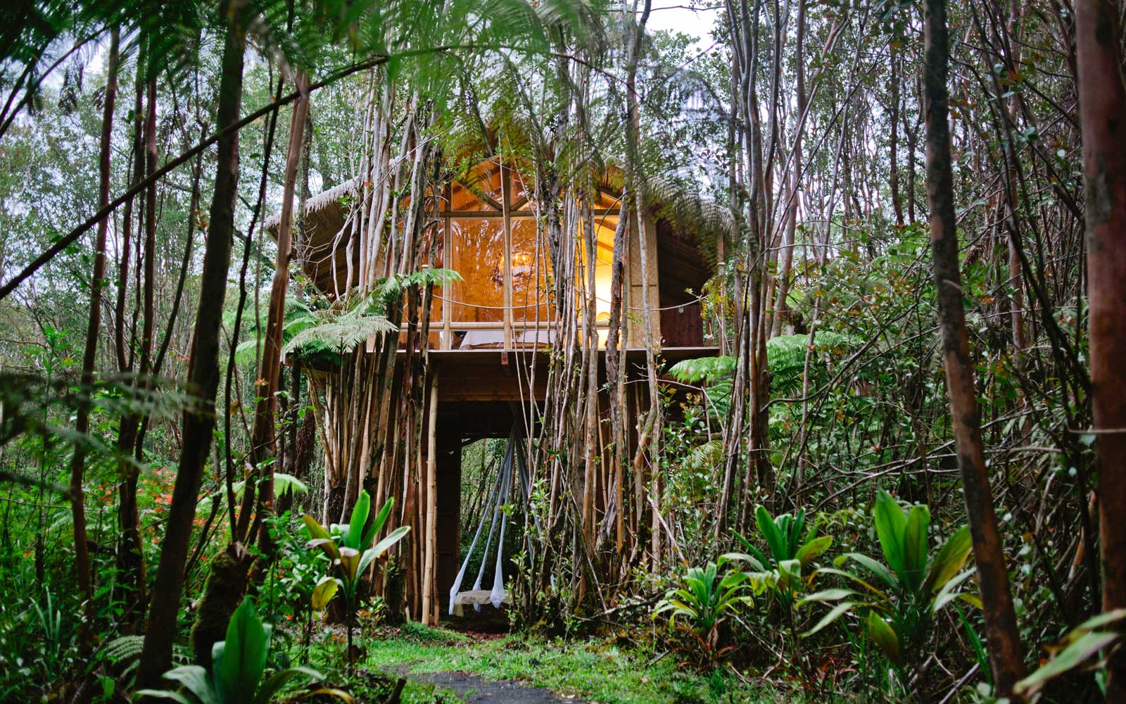 This Treehouse in the Middle of a Hawaiian Forest Is One of the World's Most Wished-for Airbnbs