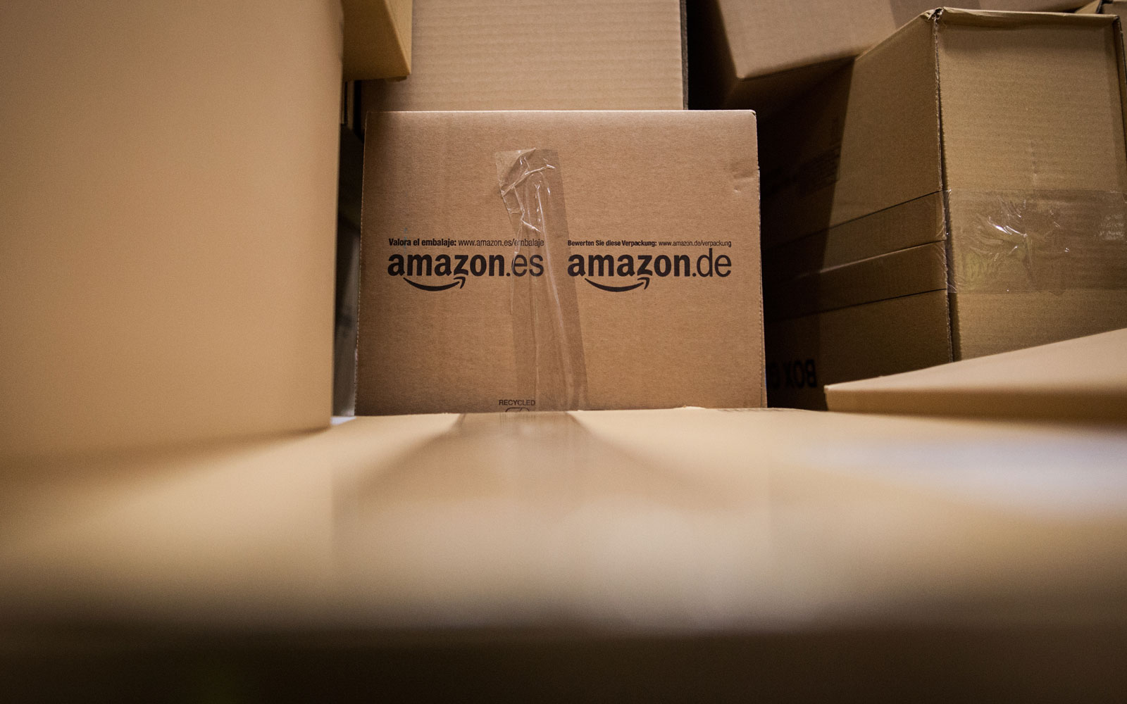 Amazon Plants Fake Packages in Their Delivery Trucks to 'Trap' Drivers Who Steal