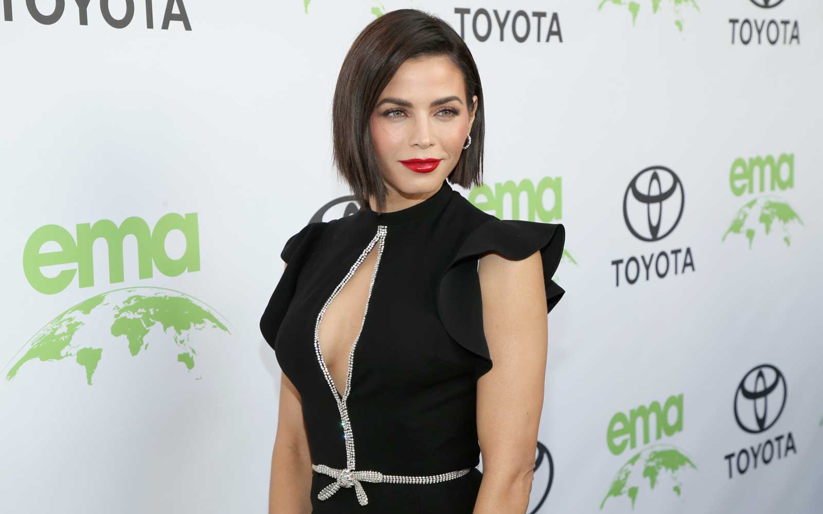 Try the Hotel Room Workout Jenna Dewan Does When She's Short on Time