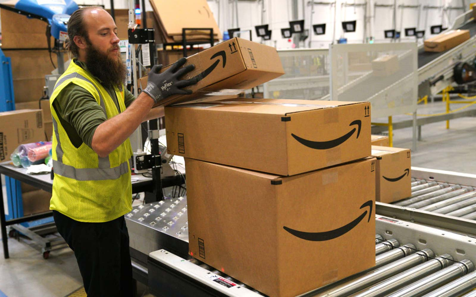 Amazon Is Giving Free Shipping to Non-Prime Members for the Holidays