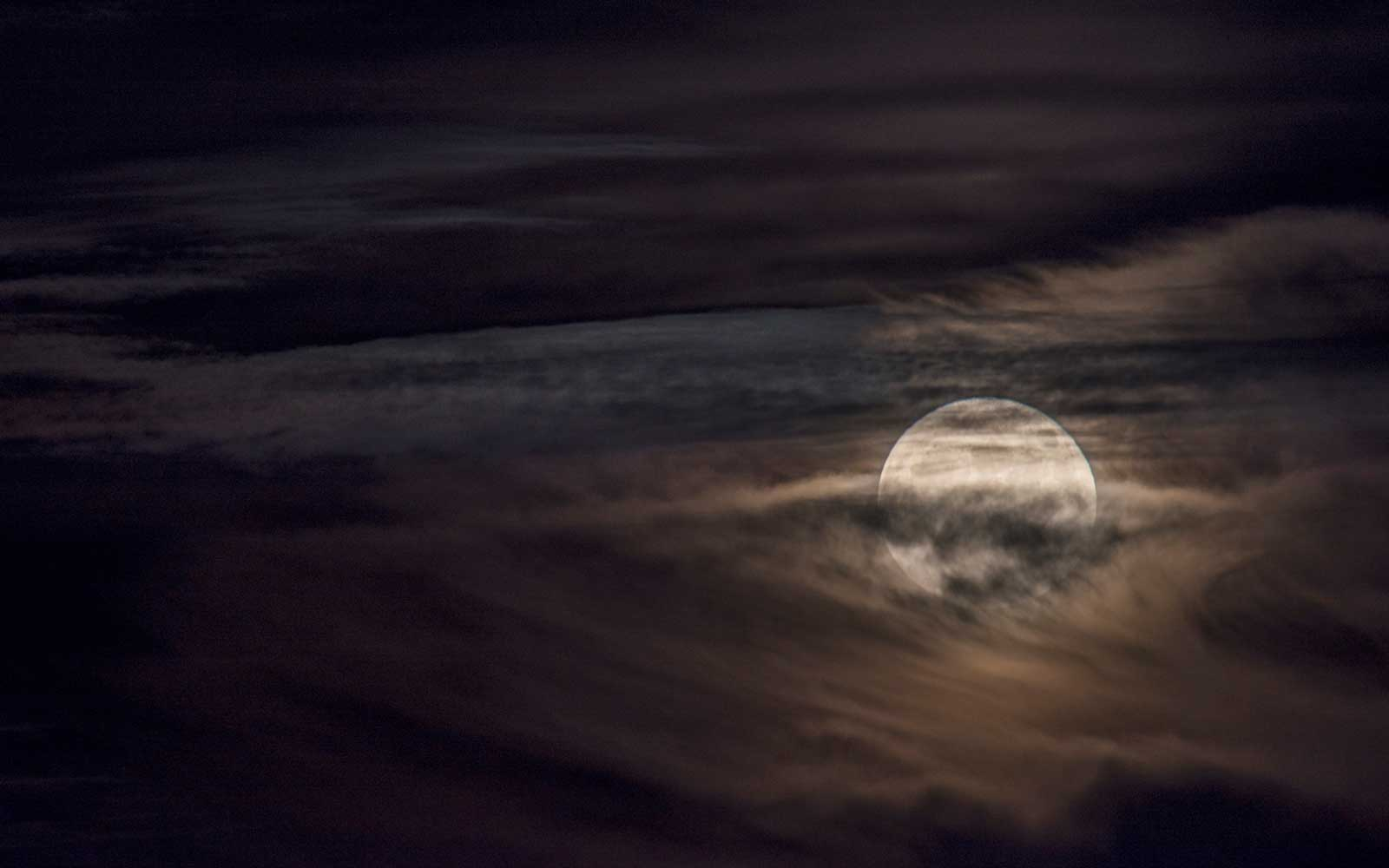 A Full Beaver Moon Is Coming Thanksgiving Night — So Don't Fall Asleep Right After Dinner