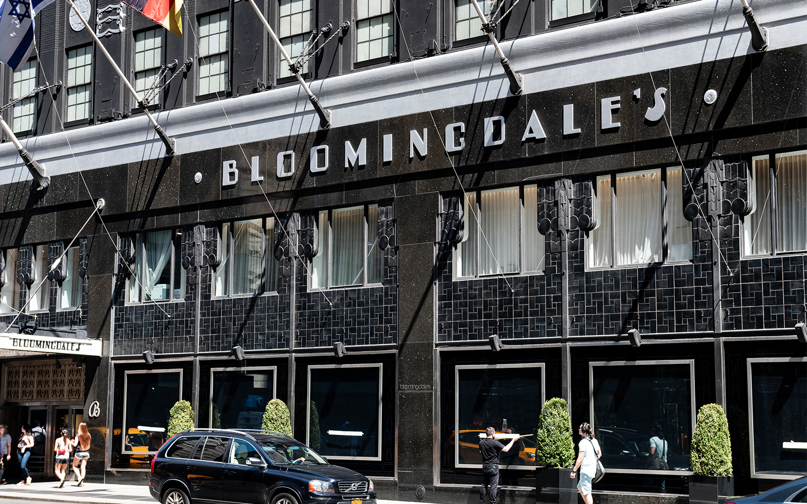The Best Bloomingdale's Black Friday Deals for Travelers