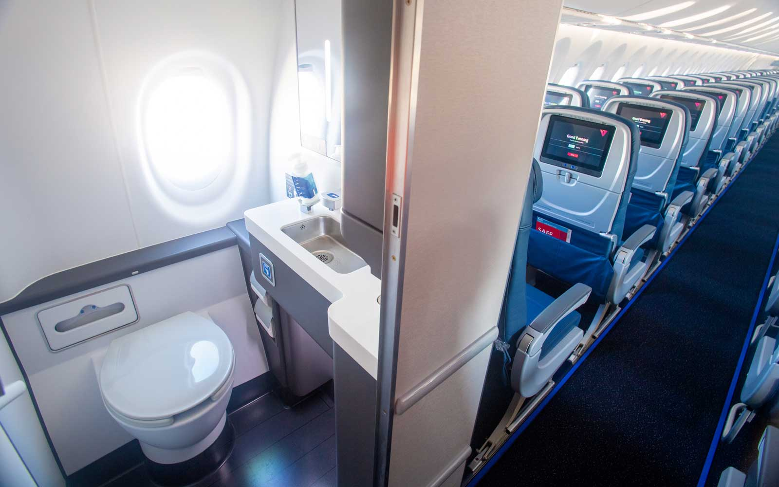 Delta's New Planes Have Stronger Wifi, Bigger Seats, and Windows in the Bathroom