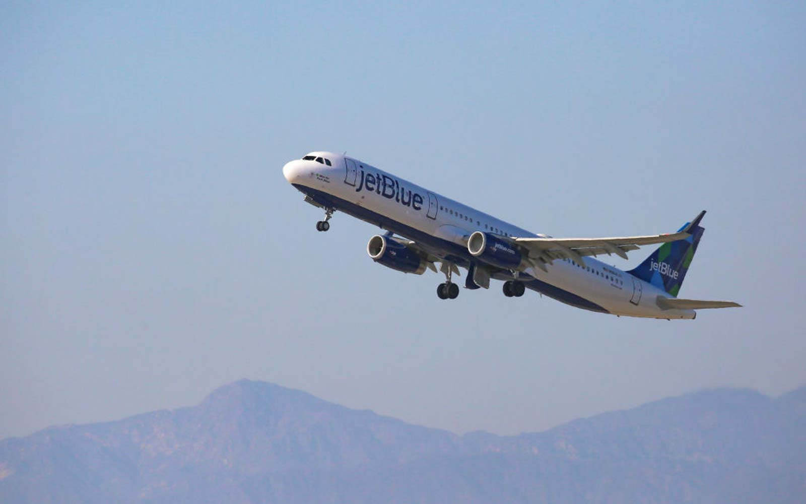 JetBlue Airways Airbus A321  at Los Angeles International Airport