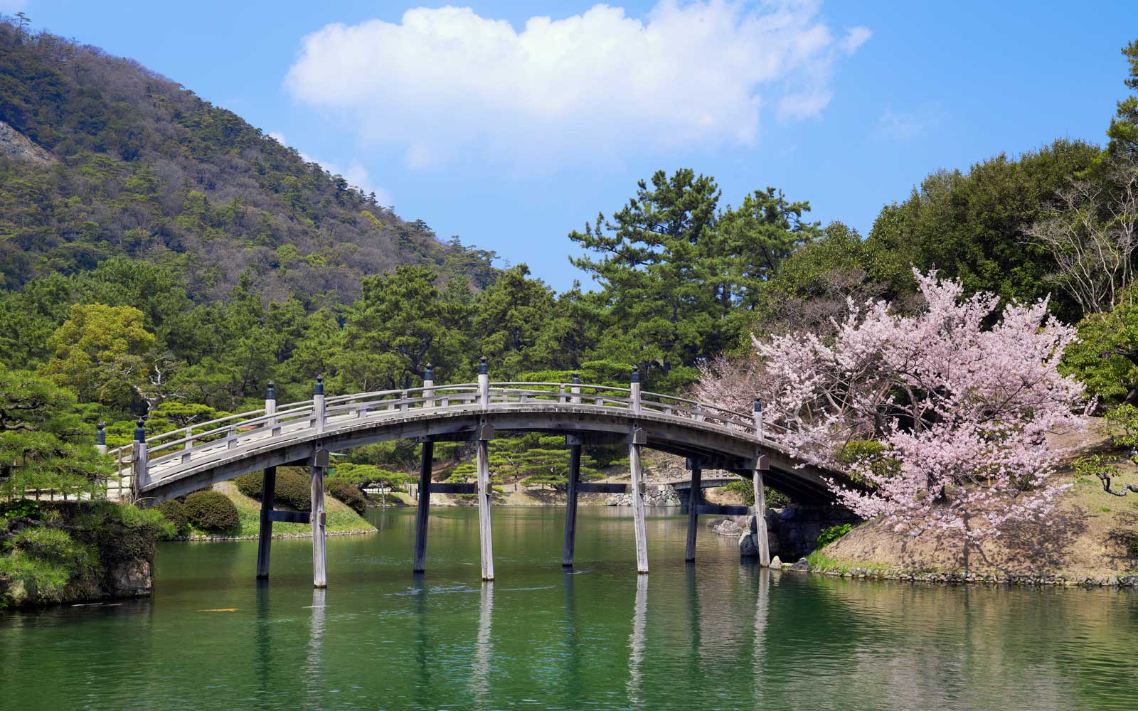 The Essential 5-day Itinerary Around Japan's Seto Inland Sea, According to T+L Travel Advisory Board Member Mark Lakin