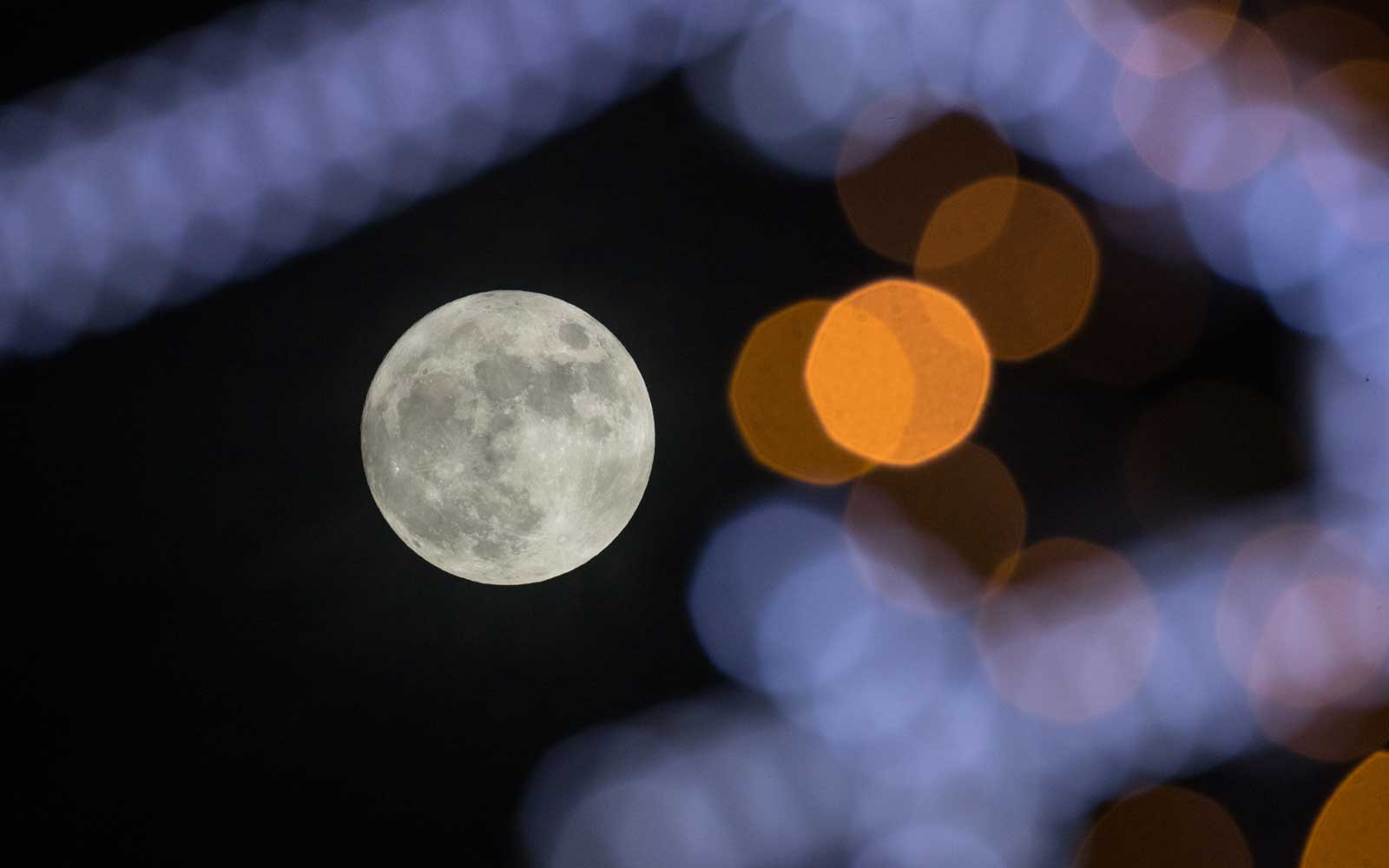 A Cold Supermoon Is Coming to Welcome the Winter Solstice — and It'll Be the Longest Full Moon of 2018