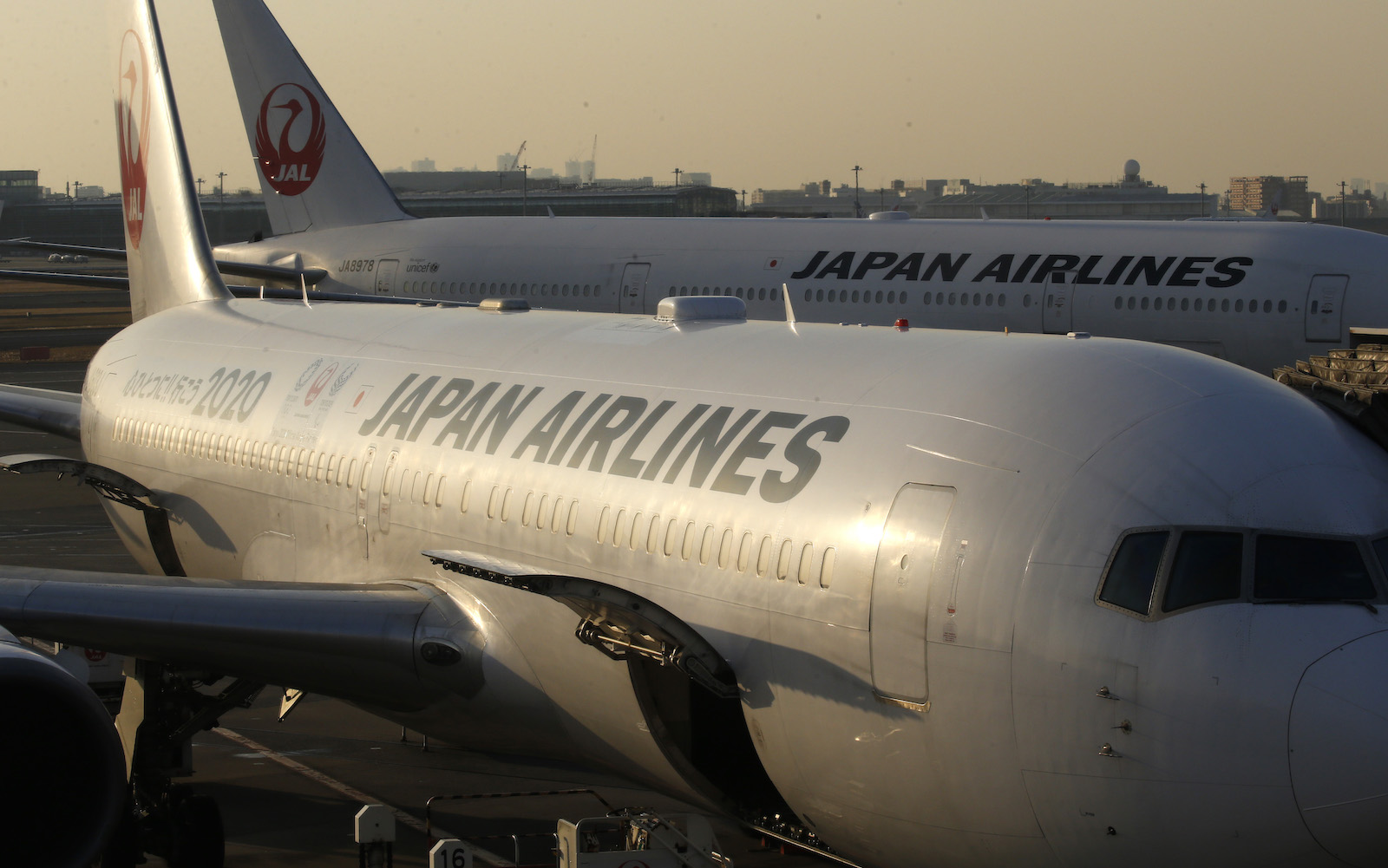 Japan Airlines Asks Employees to Stop Drinking Alcohol for the Rest of 2018
