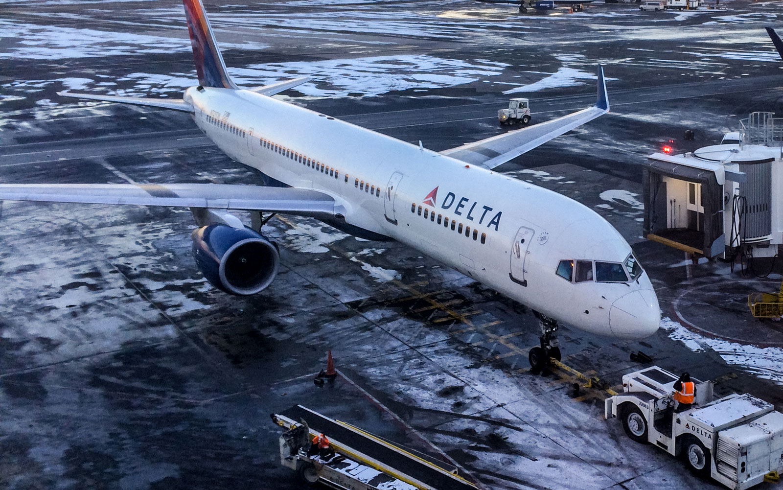 Passengers on This Delta Flight to Seattle Unexpectedly Found Themselves on a Remote Island in Alaska