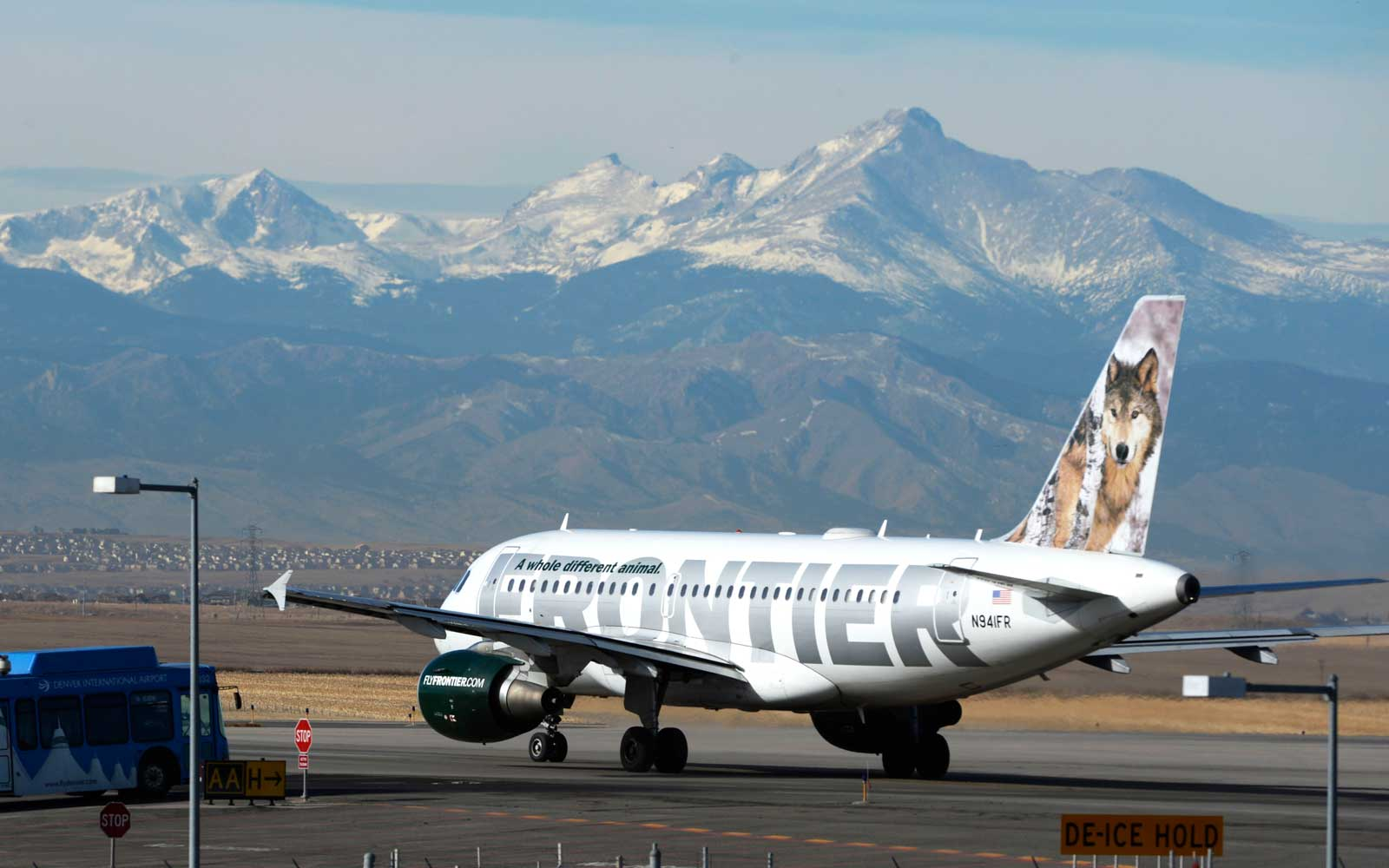 This $60 Pass Lets Your Kids Fly Frontier With You for Free All Year Long