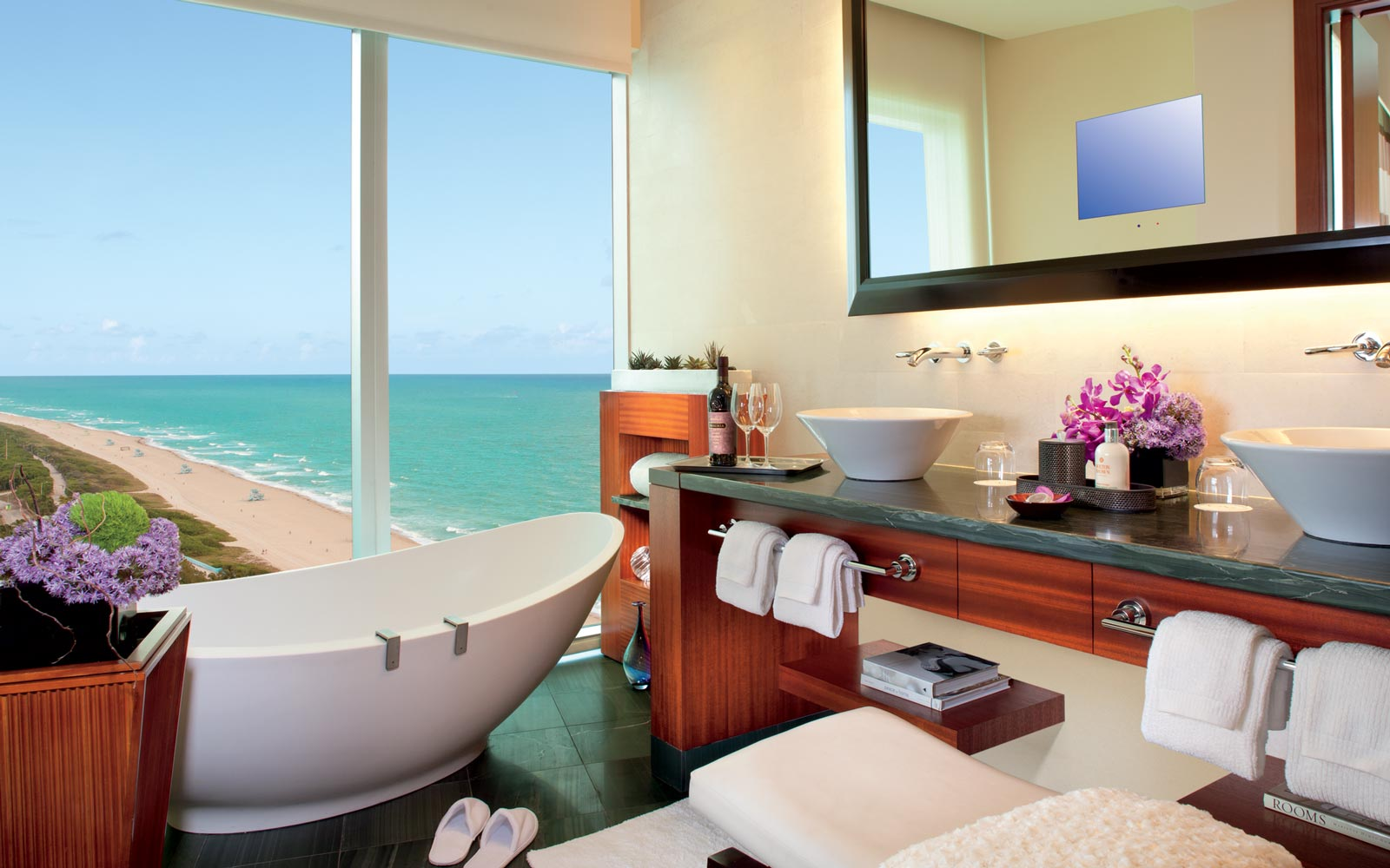 These Beautiful Hotel Bathtubs Are Proof You Should Switch Up Your Shower Routine on Vacation