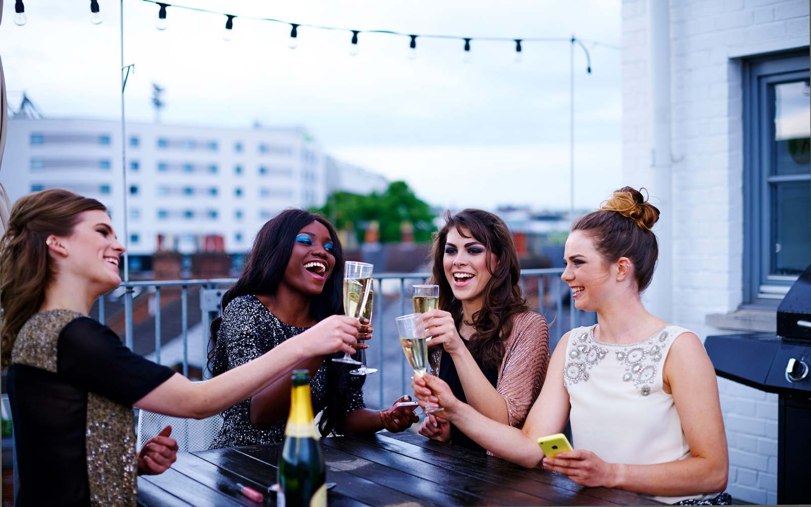 Women Should Go Out With Their Girlfriends Twice a Week, According to Research