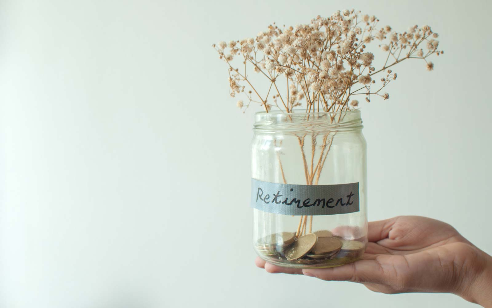 The 2 Things You Need to Cut Back on to Save Money, According to a Woman Who Retired at 38