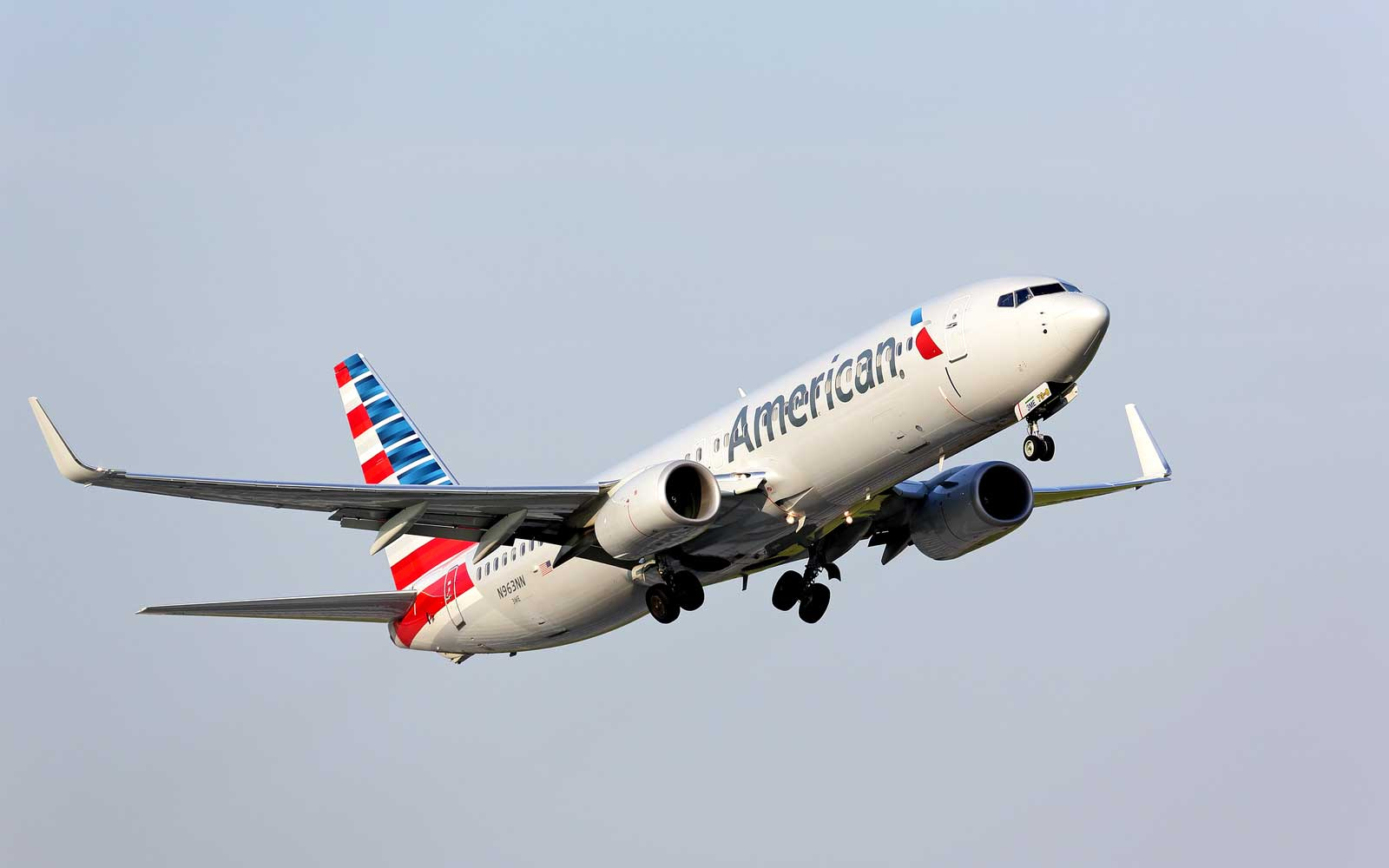 American Airlines Cancels 40 Flights Due to Overhead Bins Popping Open