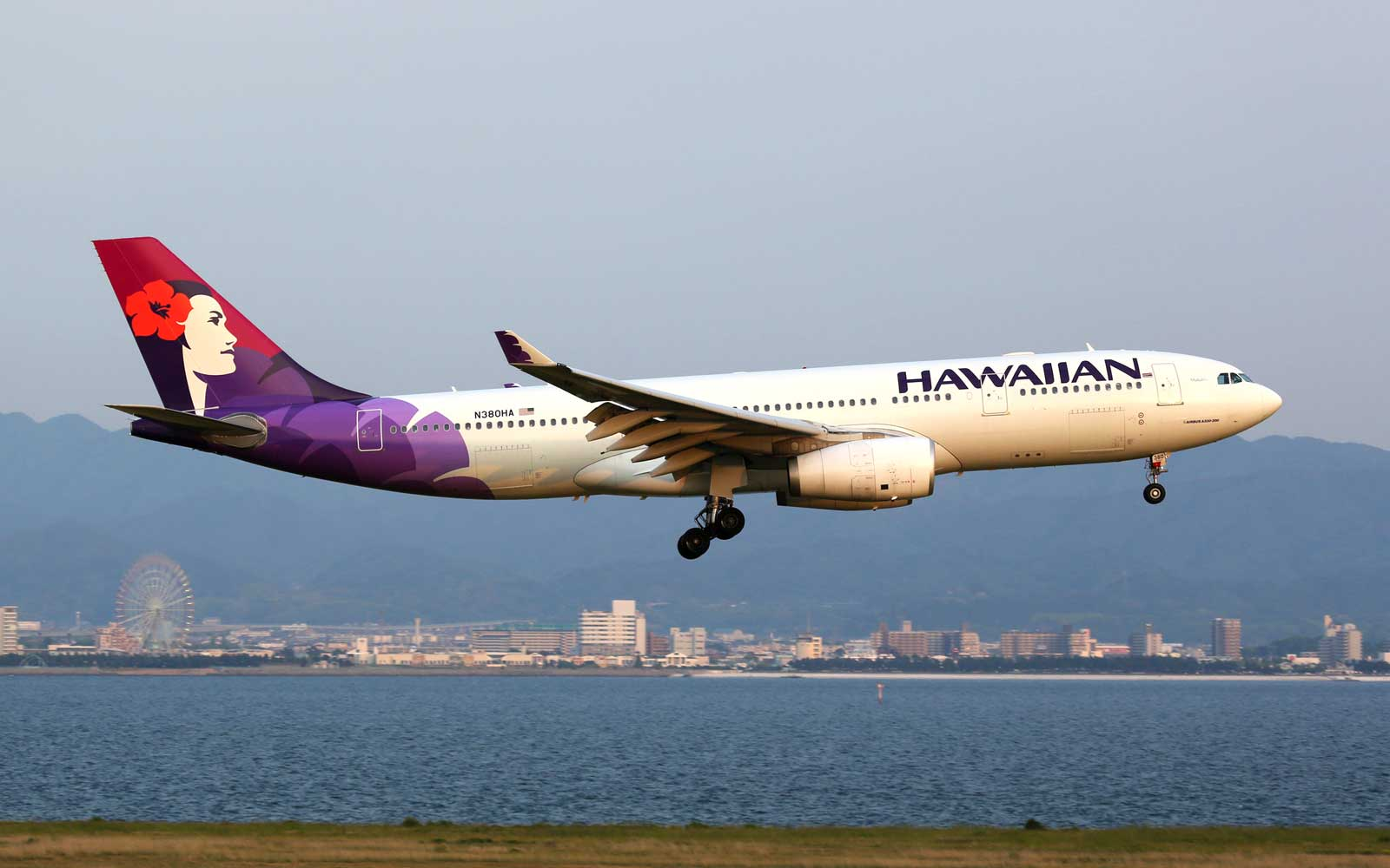 Unruly Passengers Force Hawaiian Airlines Flight to Turn Back 2 Hours Into Trip