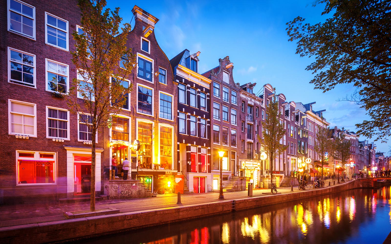Amsterdam Bans Tours of the Red Light District Starting in 2020