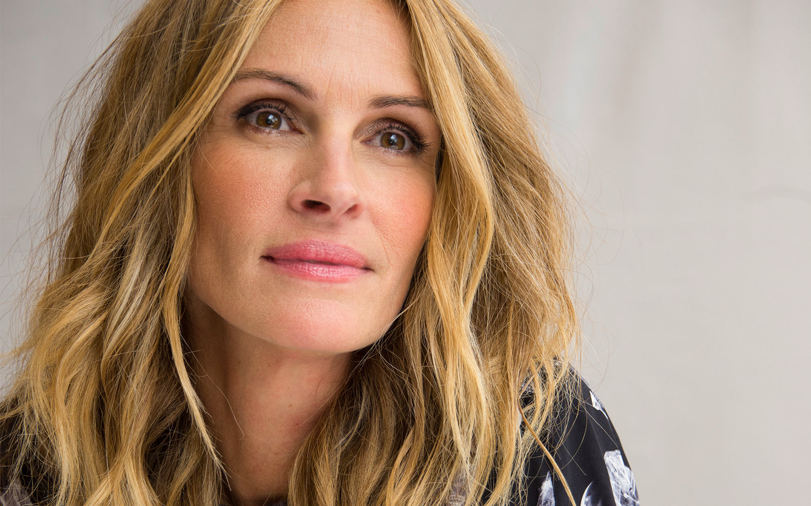 Julia Roberts Loves This Top-rated Mascara — and You Can Get It at Nordstrom