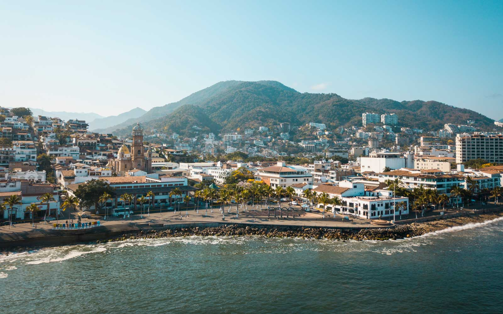 Mexico, Jalisco, Puerto Vallarta, Old town, Church of Our Lady of Guadalupe and El Malecon boardwalk