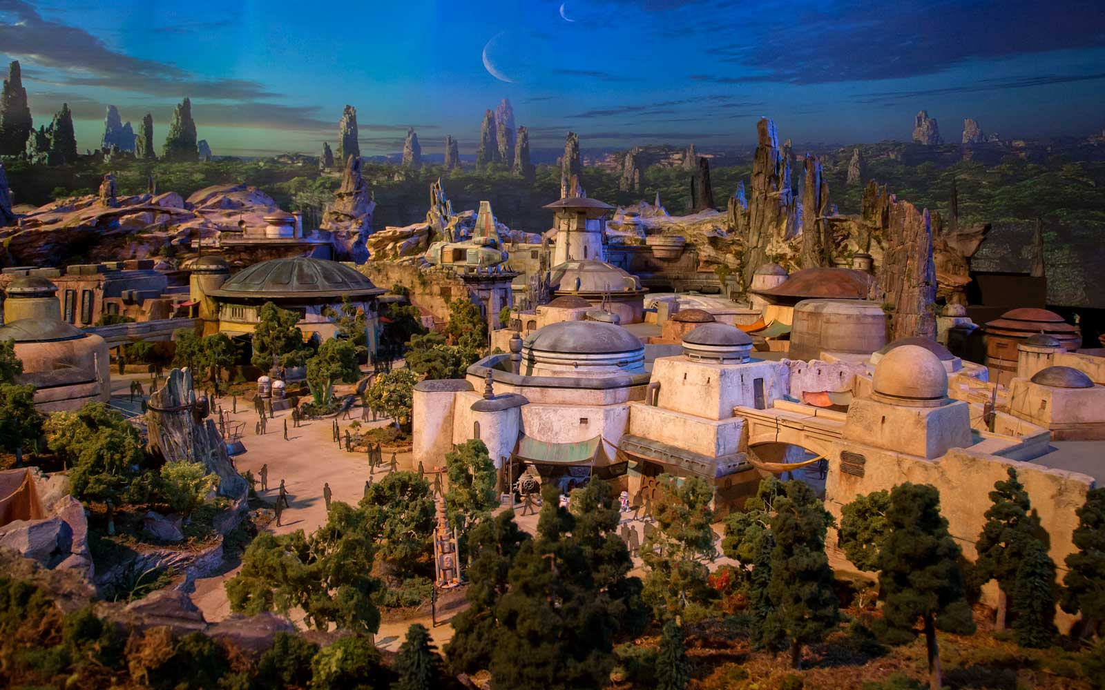 Disneyland Will Offer 4-hour Reservations for Visiting Star Wars Land
