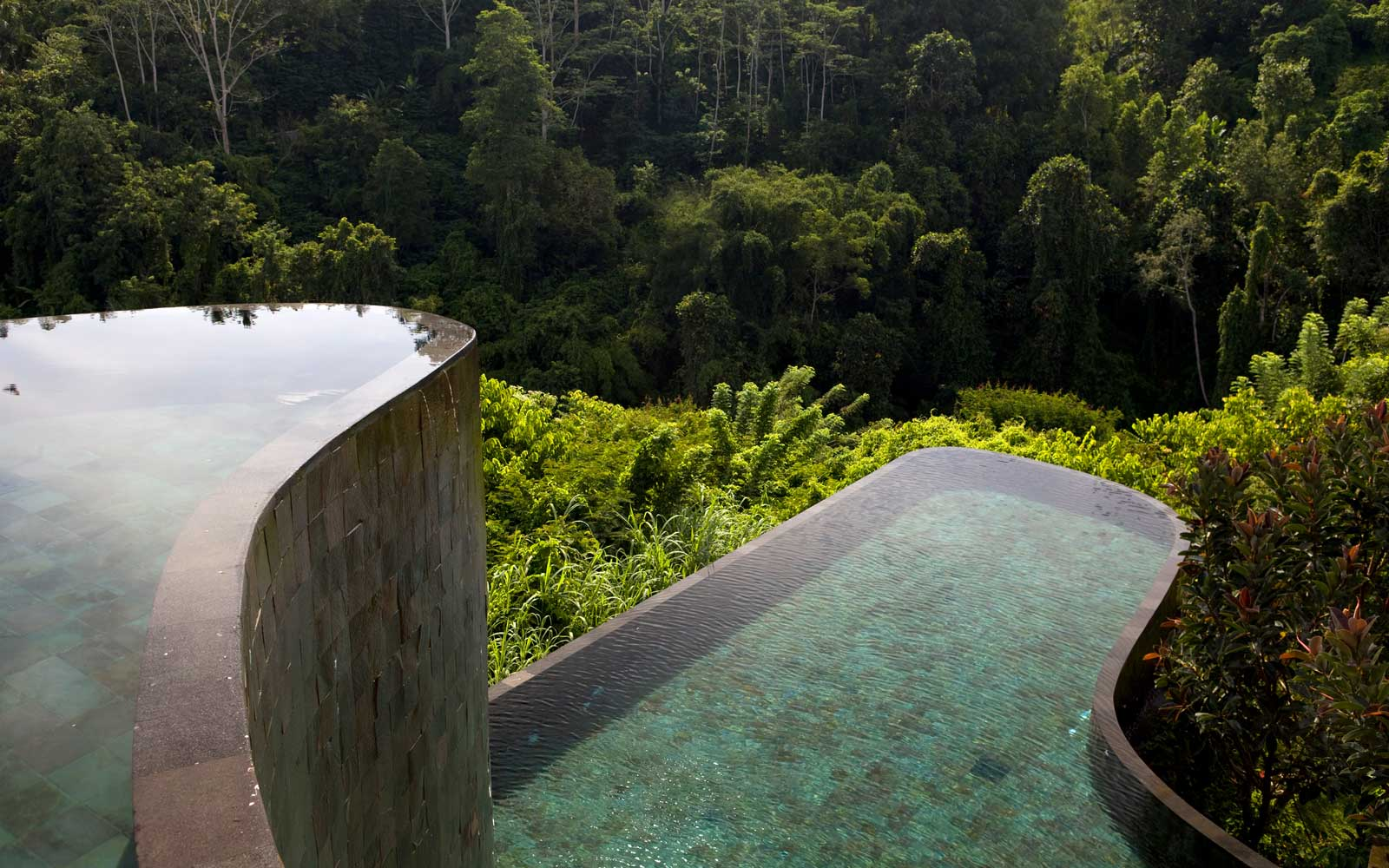 Instagram Couple Defend Photo Taken Dangling Over Edge in Bali, Say They've Taken More Dangerous Shots