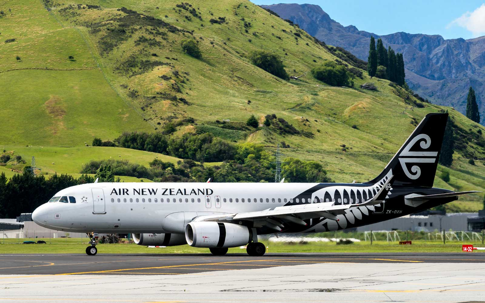 Couple Removed From Air New Zealand Flight for Refusing to Pay Attention to Safety Information