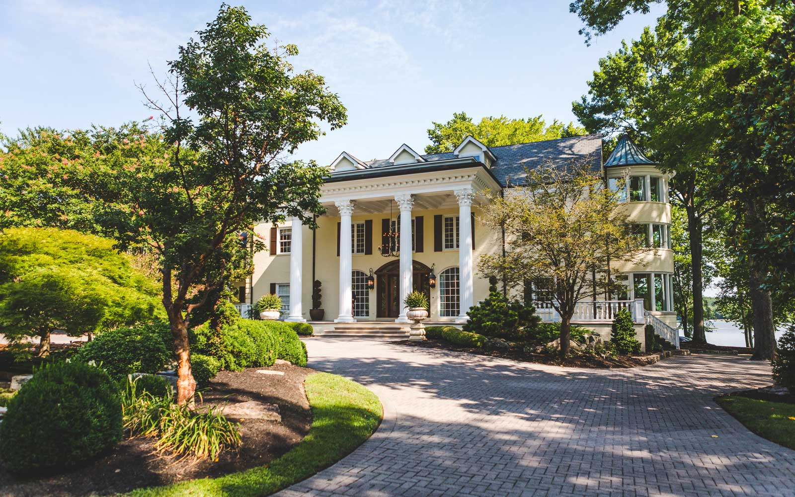 You Can Rent Reba McEntire's Former Lakeside Estate Outside of Nashville