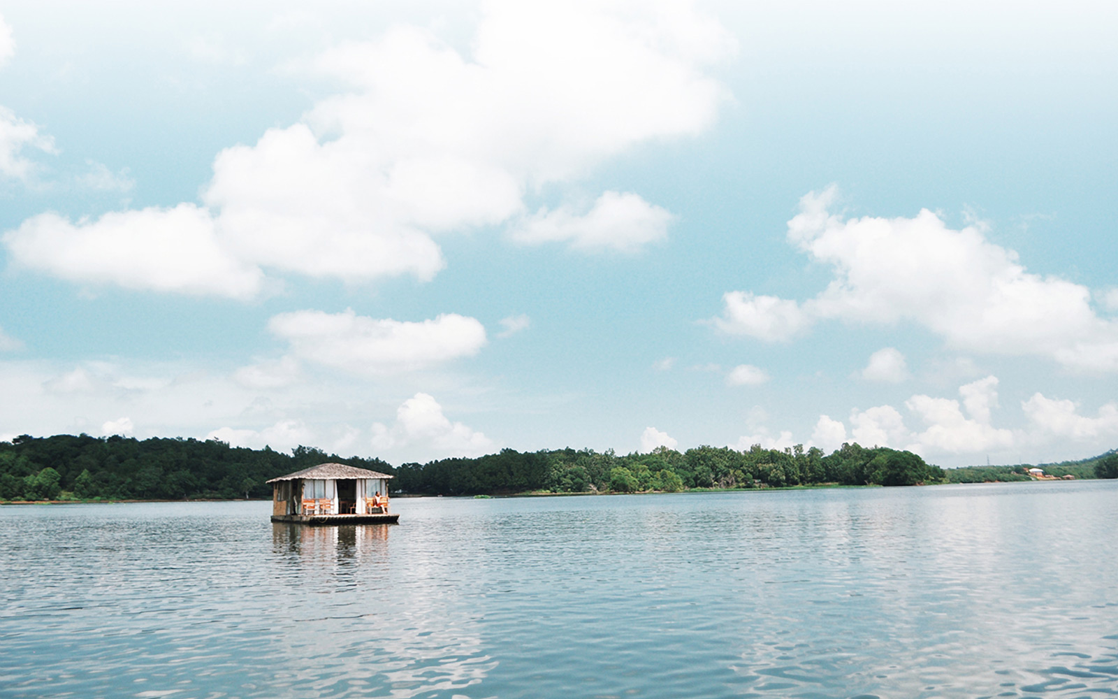 Floating cabins for rent in the Philippines