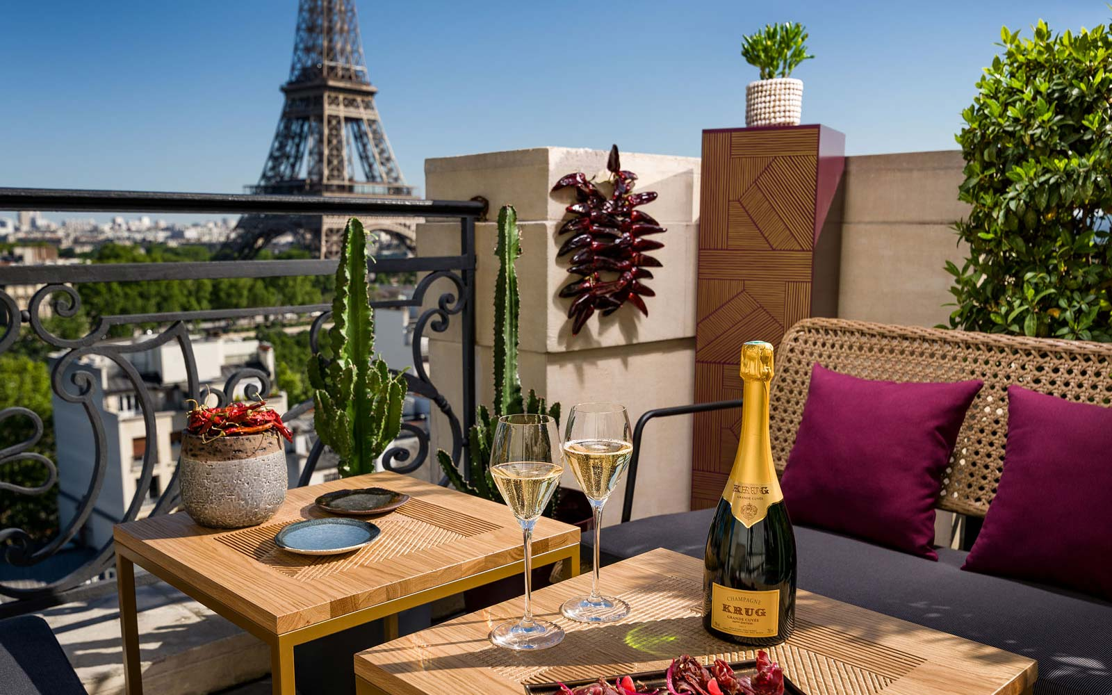 This Rooftop Champagne Bar Might Have the Best View of the Eiffel Tower in All of Paris