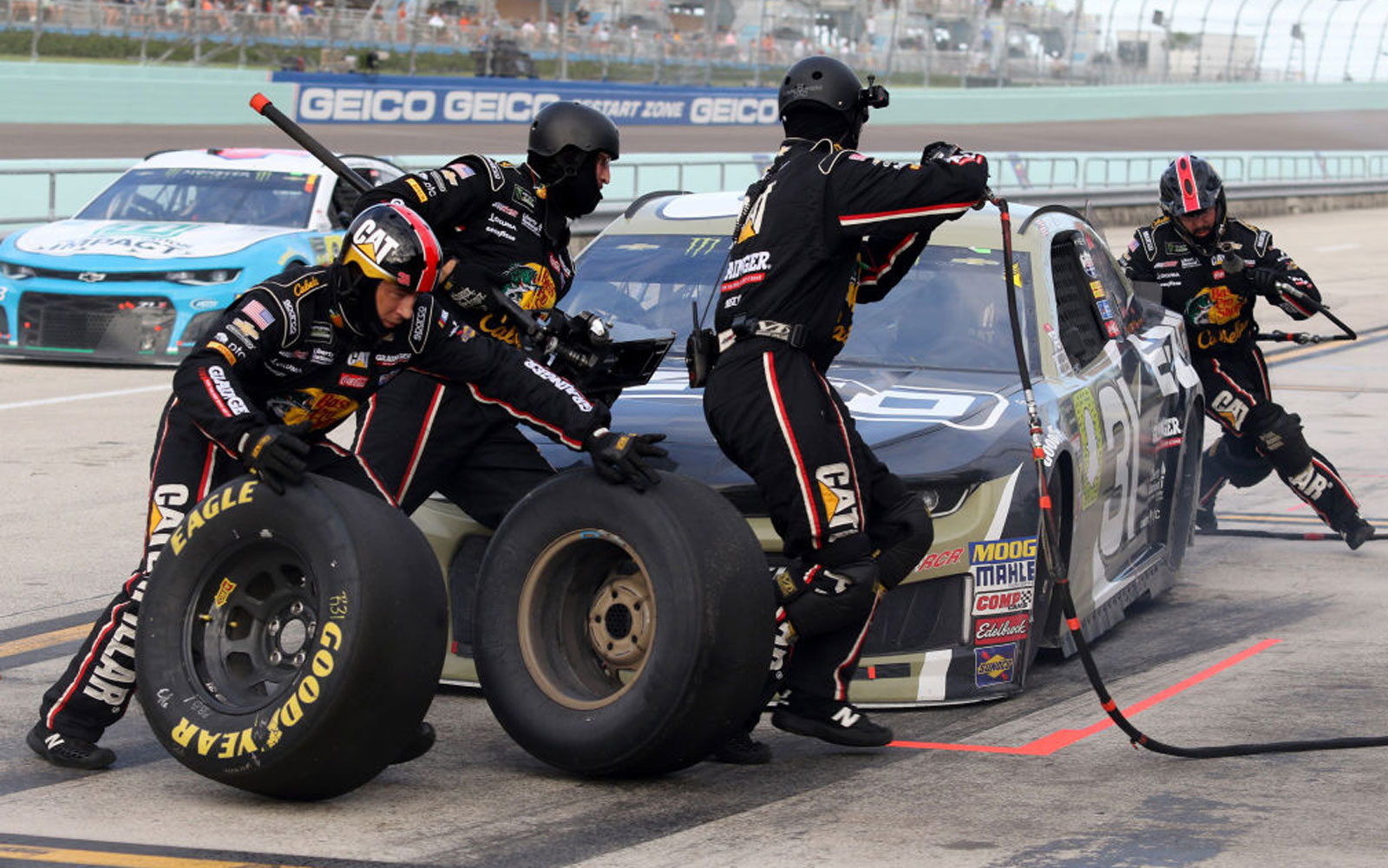 United Sends Its Employees to NASCAR Pit Crew Training to Help With Flight Turnaround Times