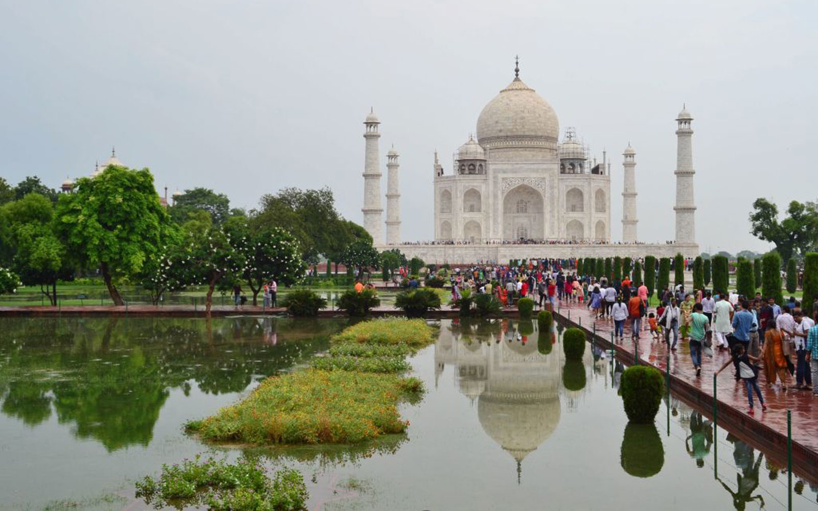 The Taj Mahal Will Start Fining Visitors Who Stay Longer Than Three Hours