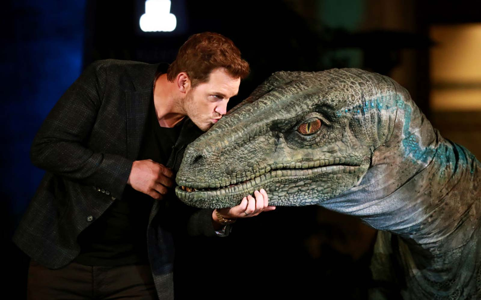 Chris Pratt and Bryce Dallas Howard unveil new-and-improved 'Jurassic World' ride