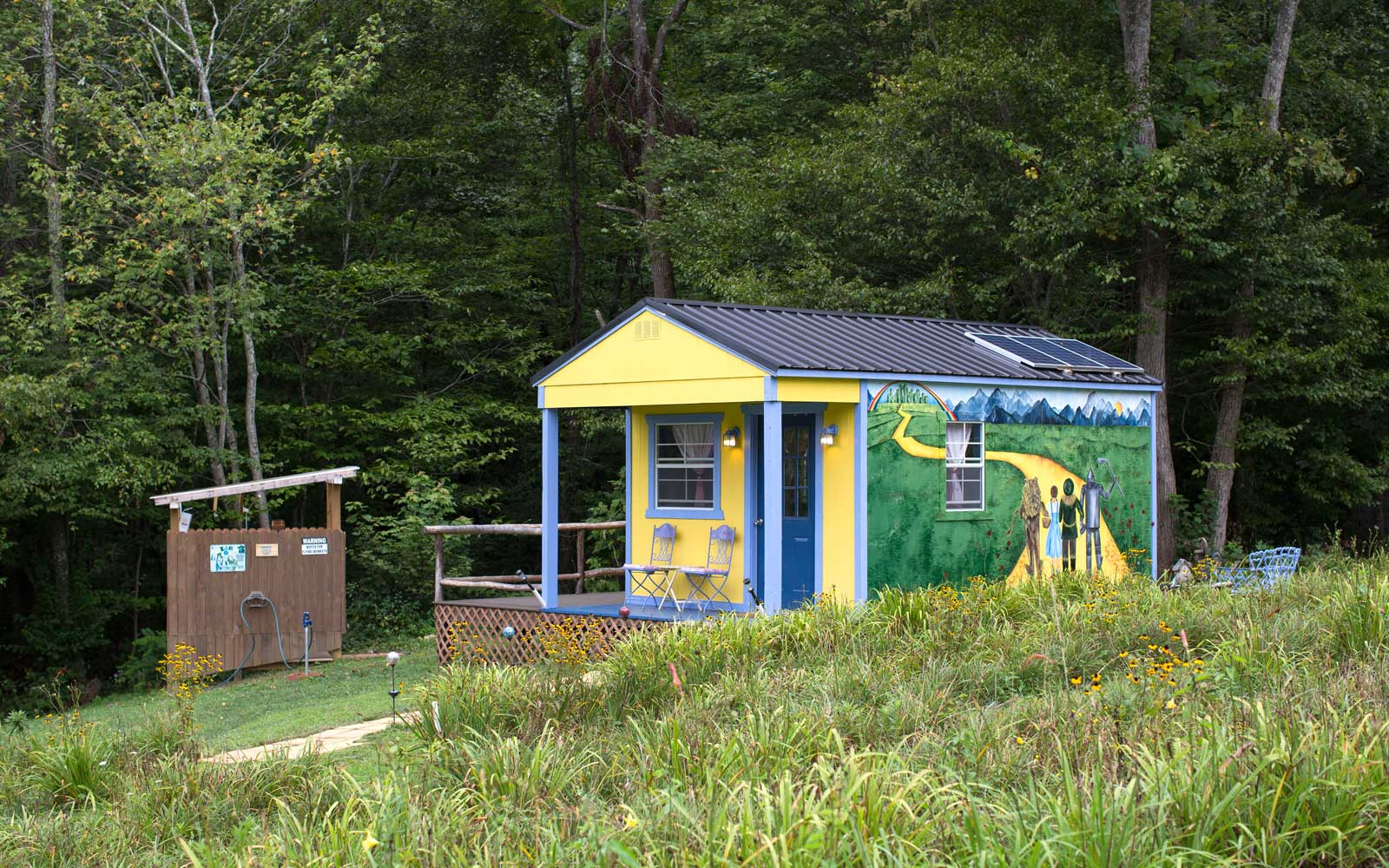 This 'Wizard of Oz' Airbnb in North Carolina Is the Most Magical Place Outside of Emerald City