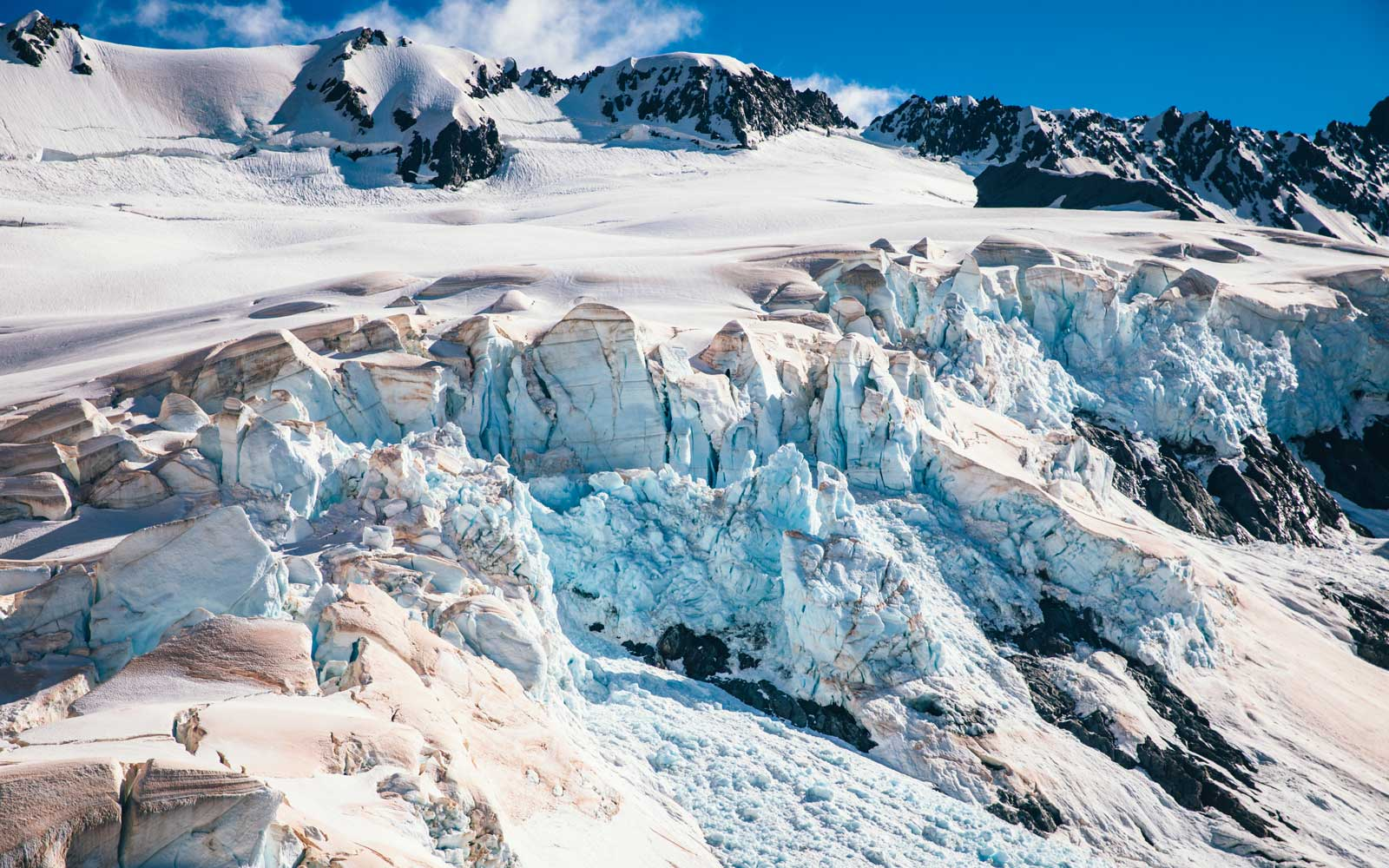New Zealand glaciers show pink ash from Australian brush fires