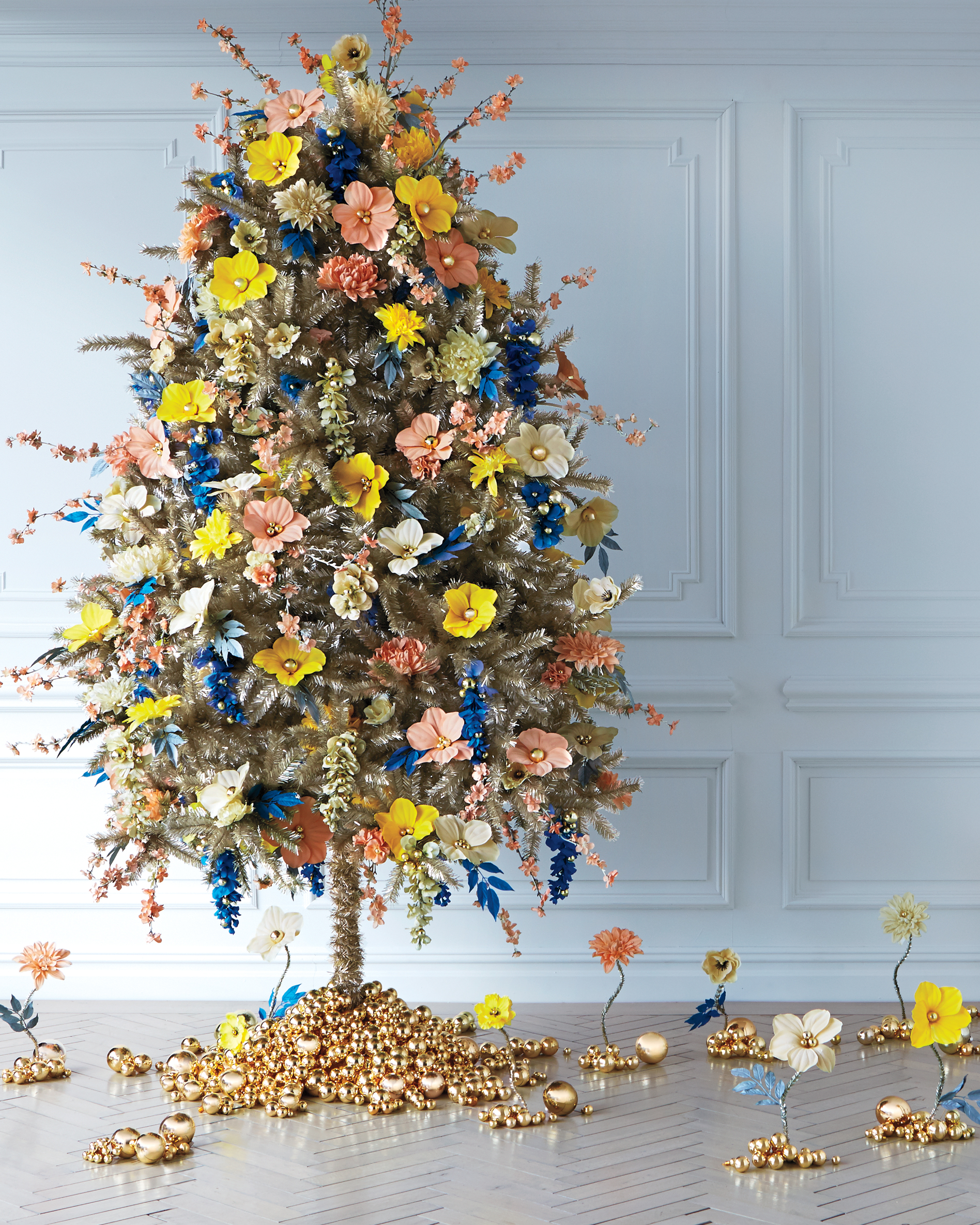 25 Of Our Most Creative Christmas Tree Decorating Ideas