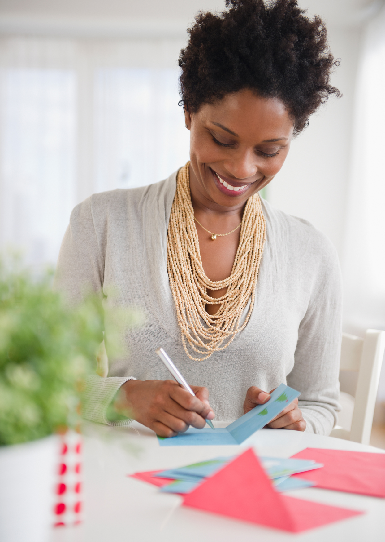 Should You Send Your Holiday Party Hostess a Thank-You Note?