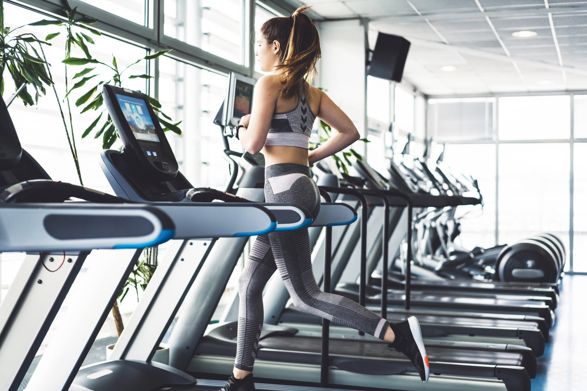 Here's What You Need to Know About Airport Gyms, and Why Experts Say You Should Work Out Before a Flight