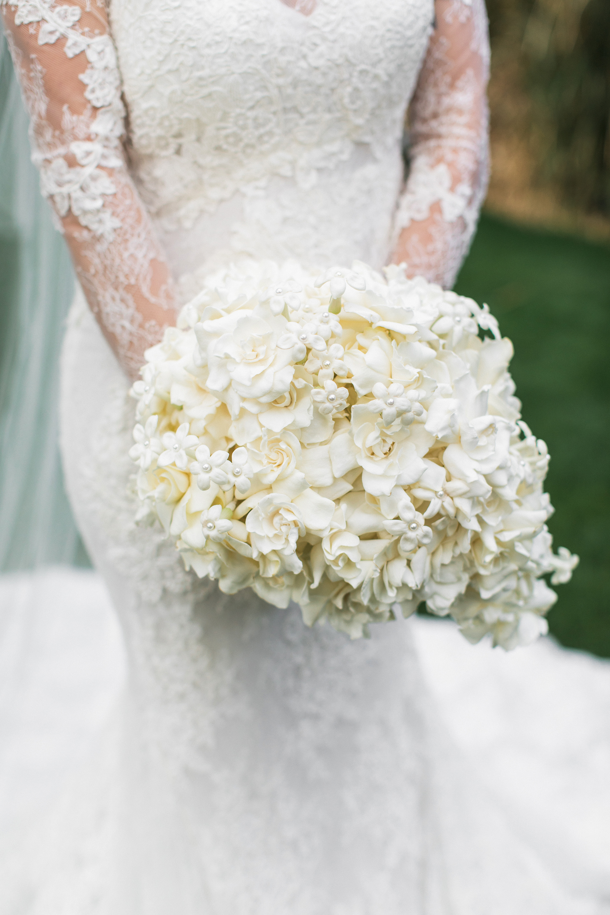 lyndsey magellan wedding white bouquet