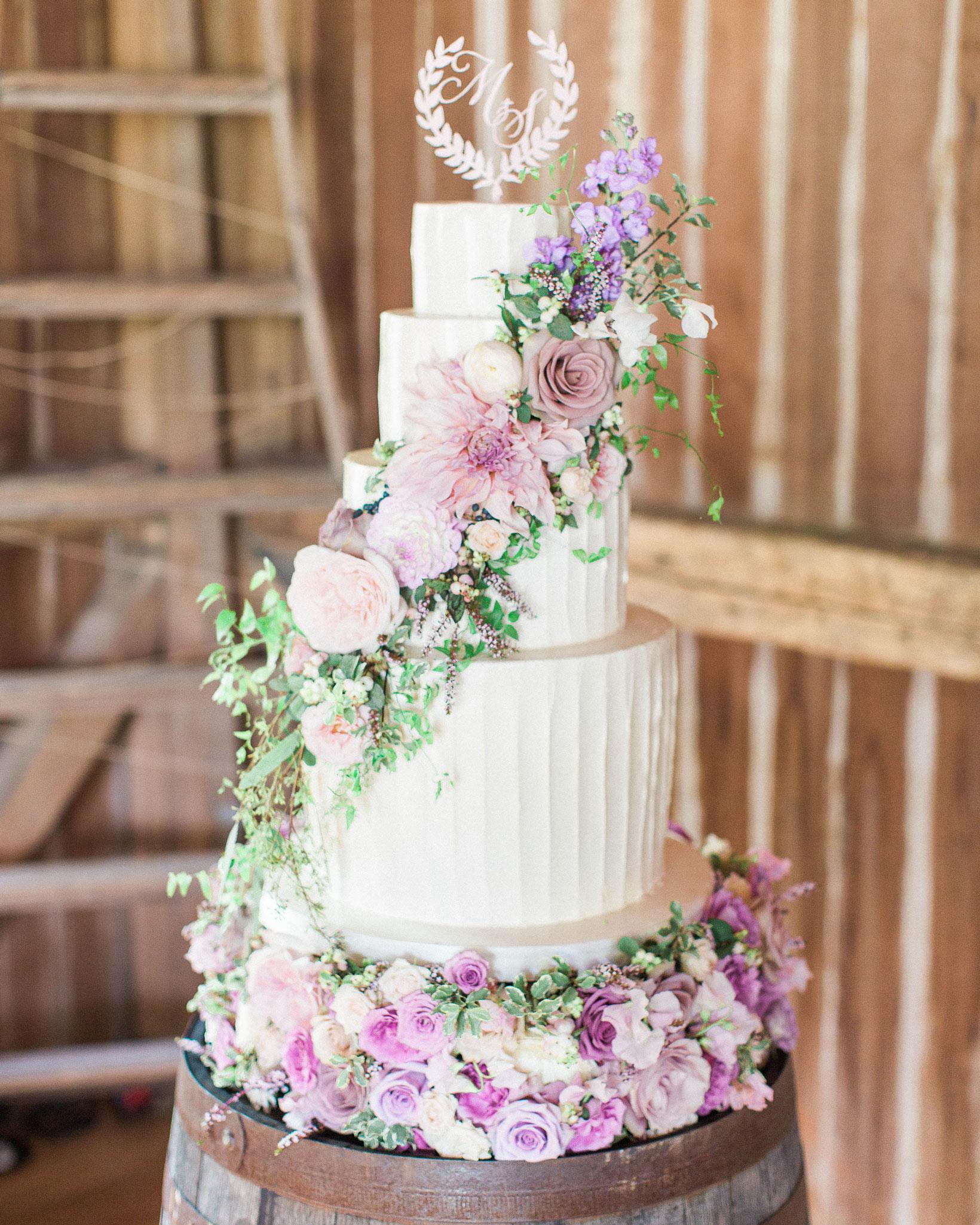 sarah-michael-wedding-cake-827-s112783-0416.jpg