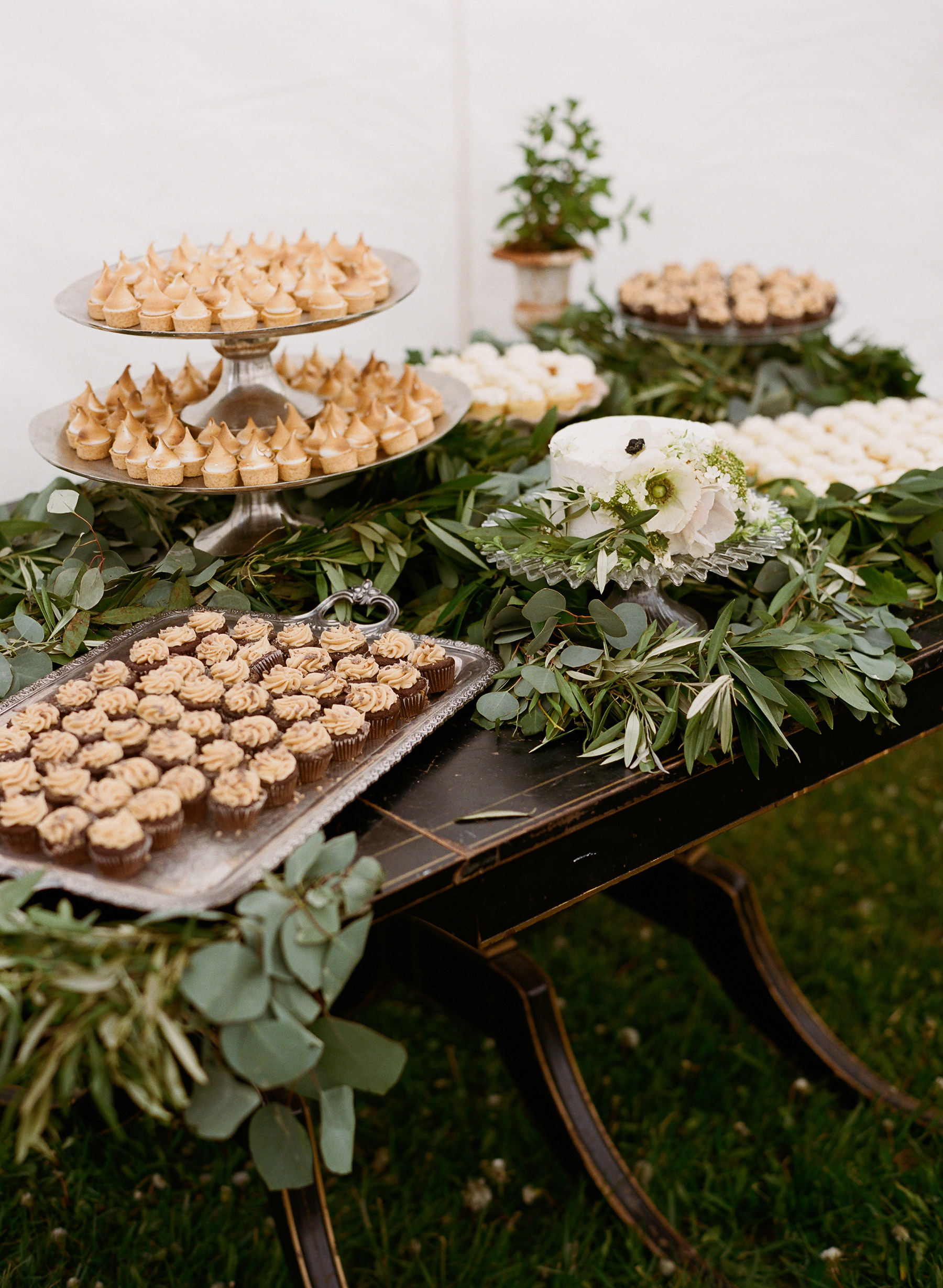 colby john wedding desserts
