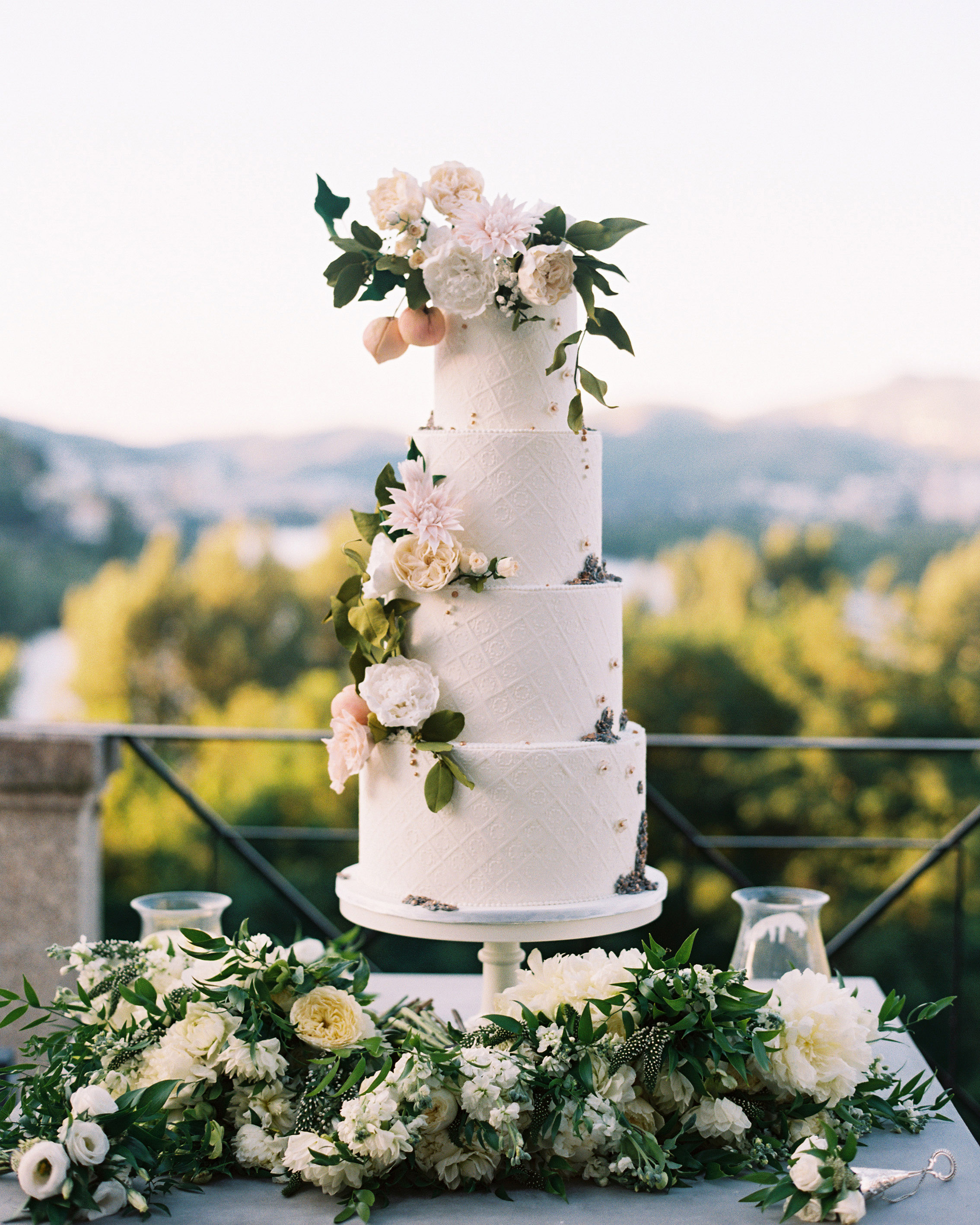 50 Beautiful Wedding Cakes That Are Almost Too Pretty To