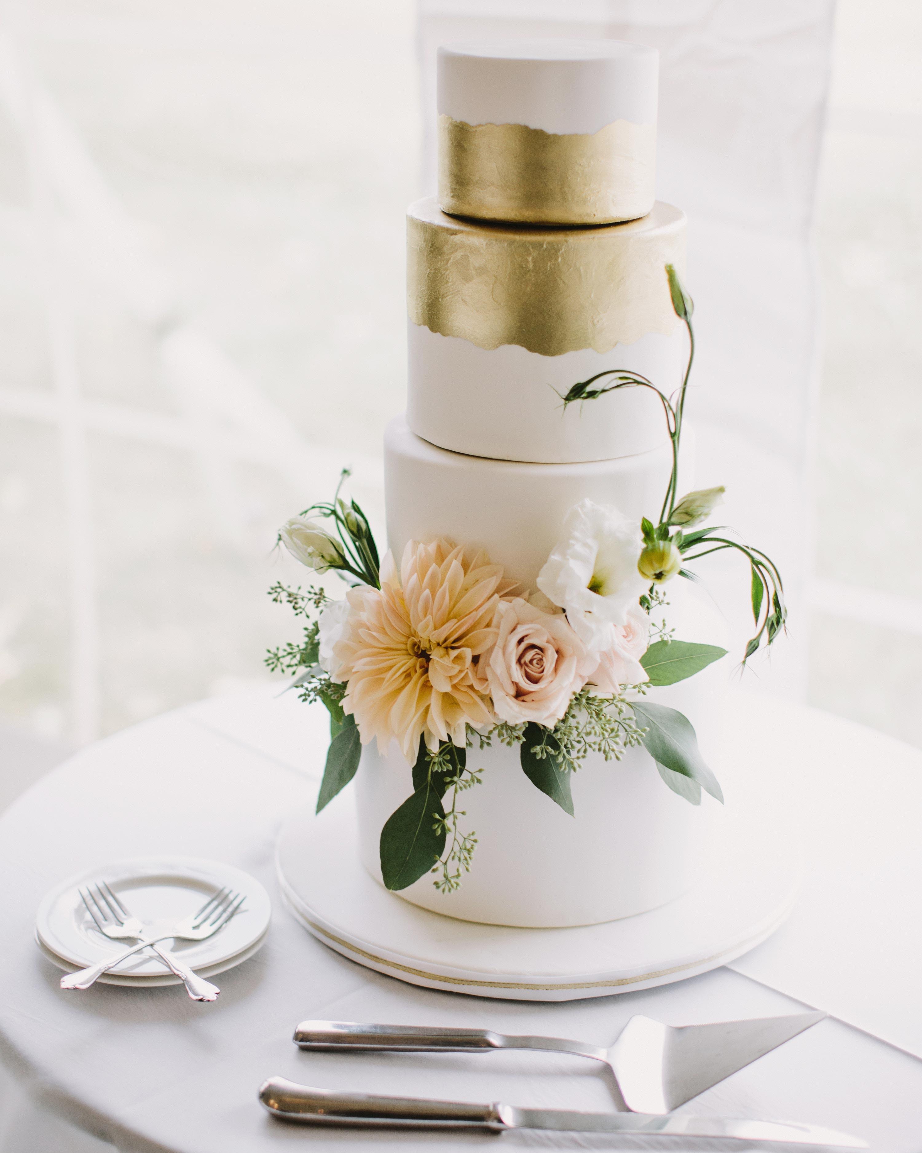 kristen-steve-wedding-cake-019-s113058-0616.jpg