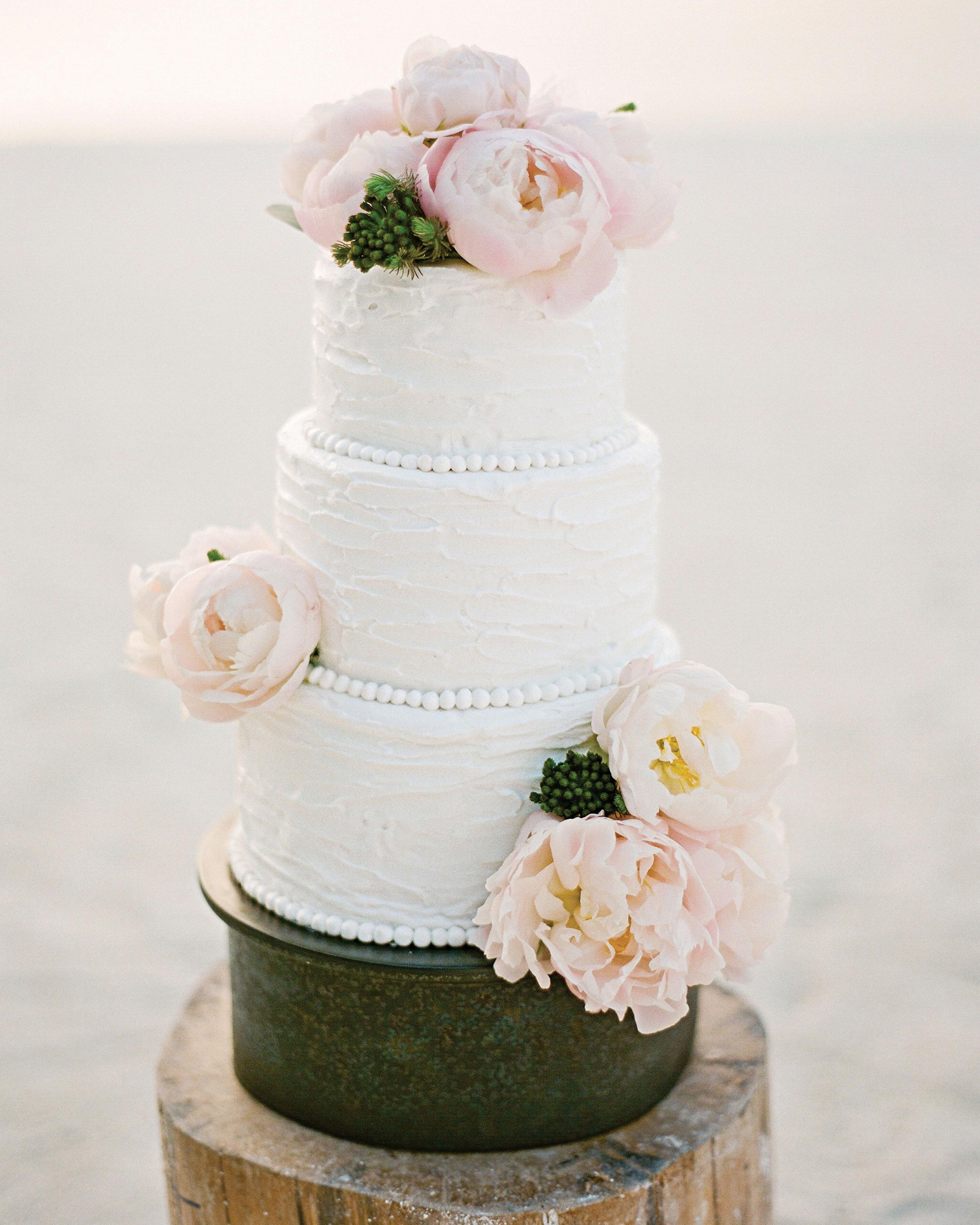 peony-richard-wedding-maldives-white-wedding-cake-flowers-on-beach-1969-s112383.jpg