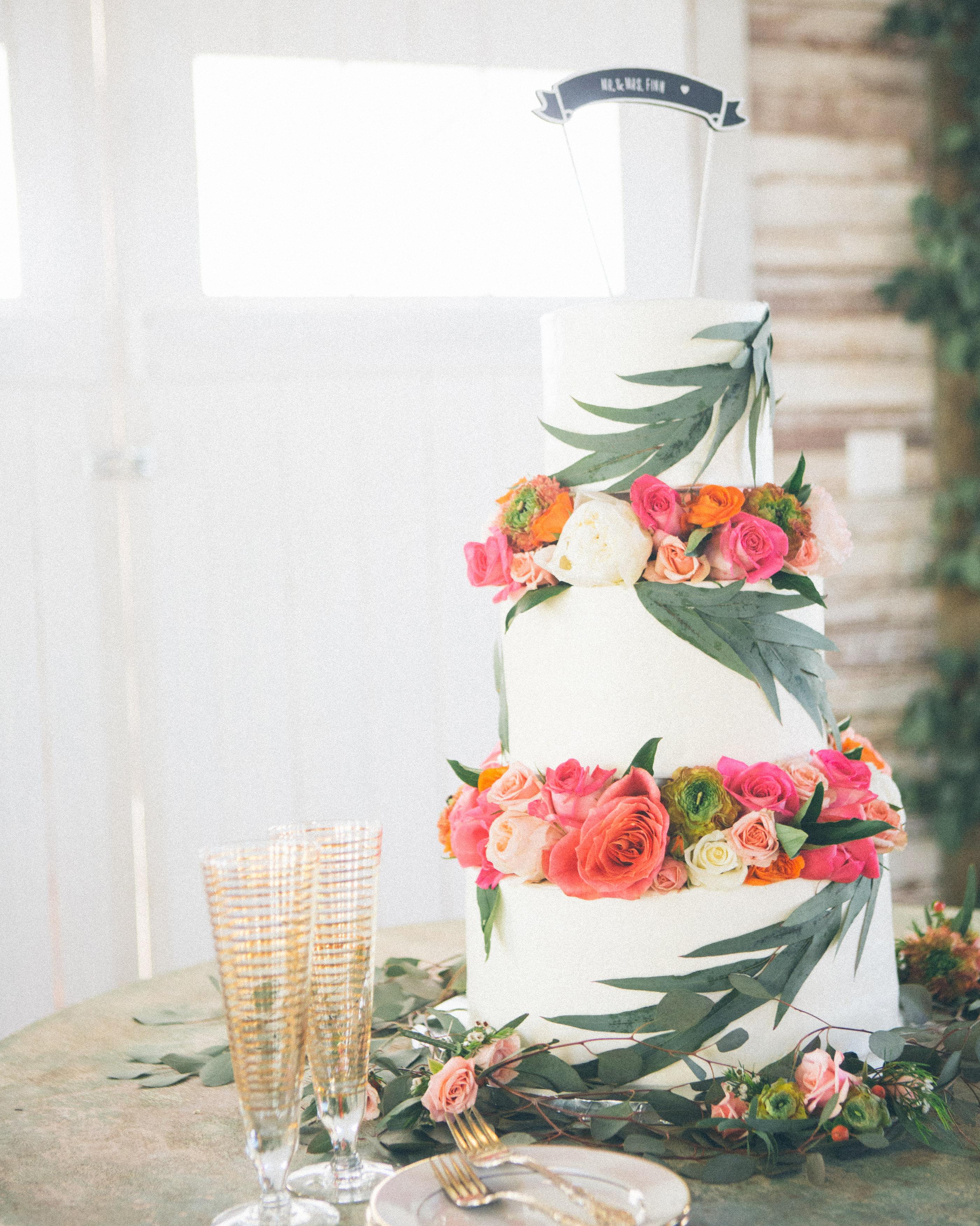 leah-michael-wedding-cake-1641-s111861-0515.jpg