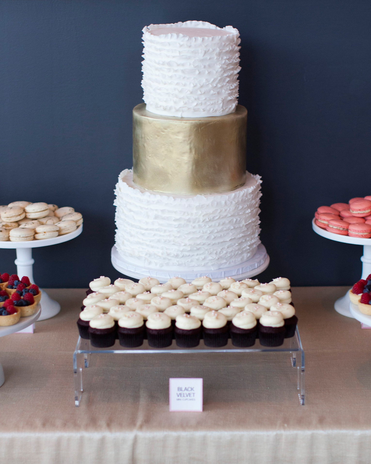 ashley-ryan-wedding-cake-6485-s111852-0415.jpg