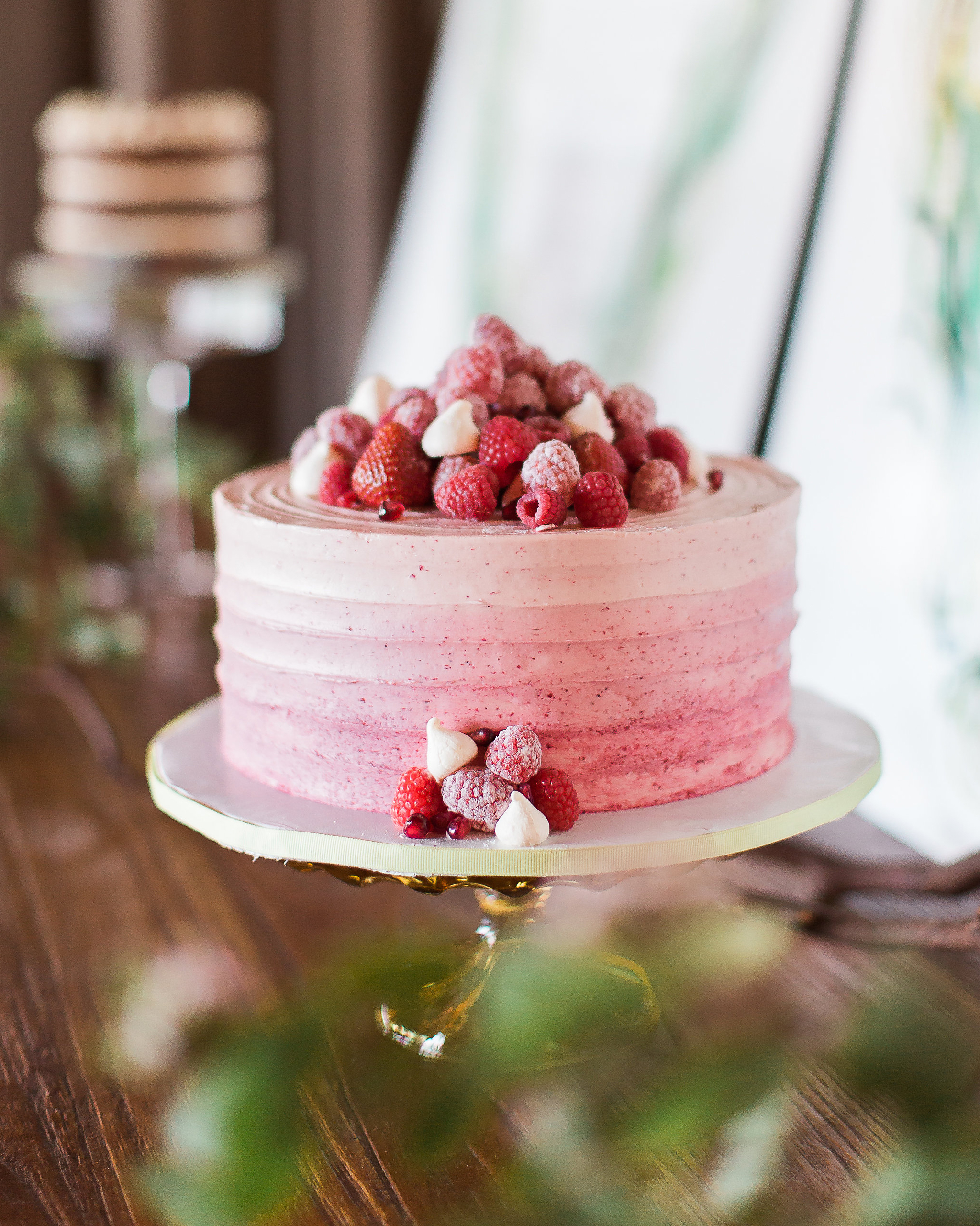 creative-cake-flavors-chocolate-cake-with-fresh-raspberry-0116-buttercream.jpg