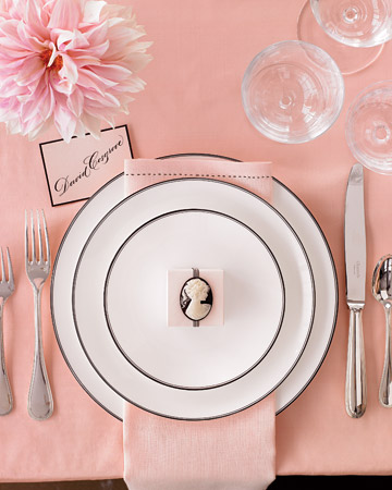 Pink and Black Tablesetting